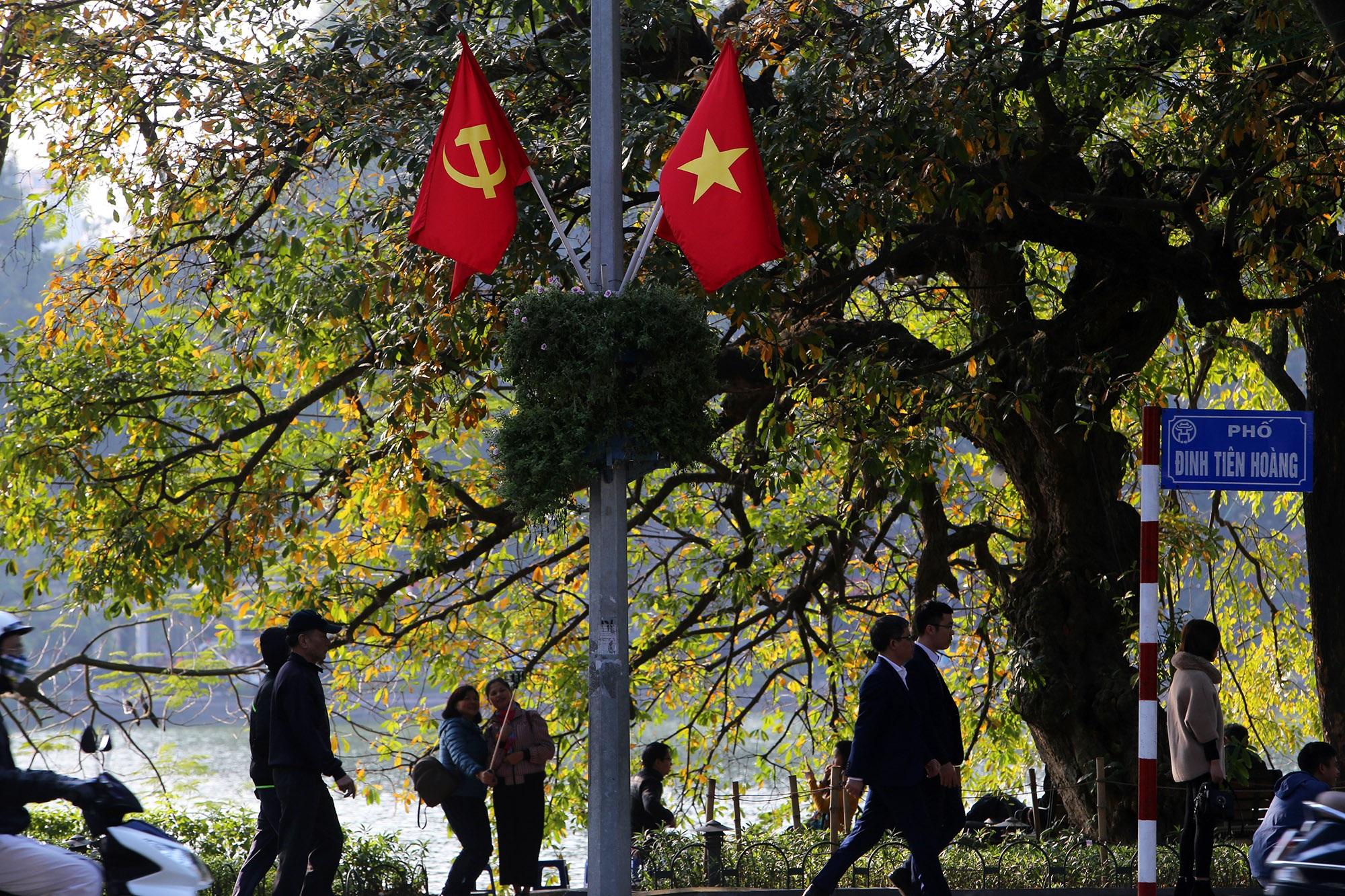 Hà Nội rực rỡ cờ, hoa mừng 90 năm Ngày thành lập Đảng - 2
