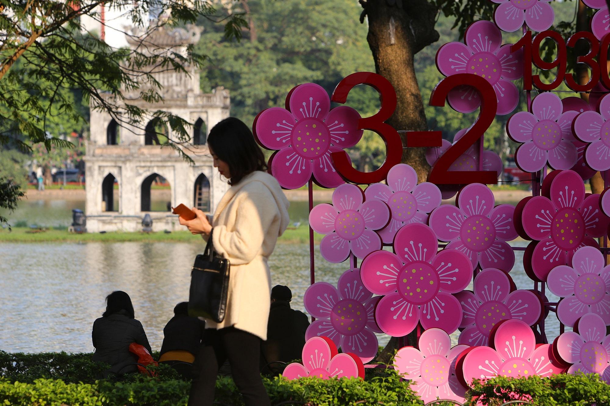 Hà Nội rực rỡ cờ, hoa mừng 90 năm Ngày thành lập Đảng - 3
