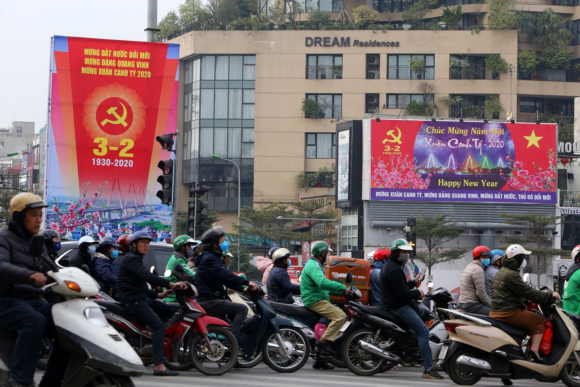 Hà Nội rực rỡ cờ, hoa mừng 90 năm Ngày thành lập Đảng - 7