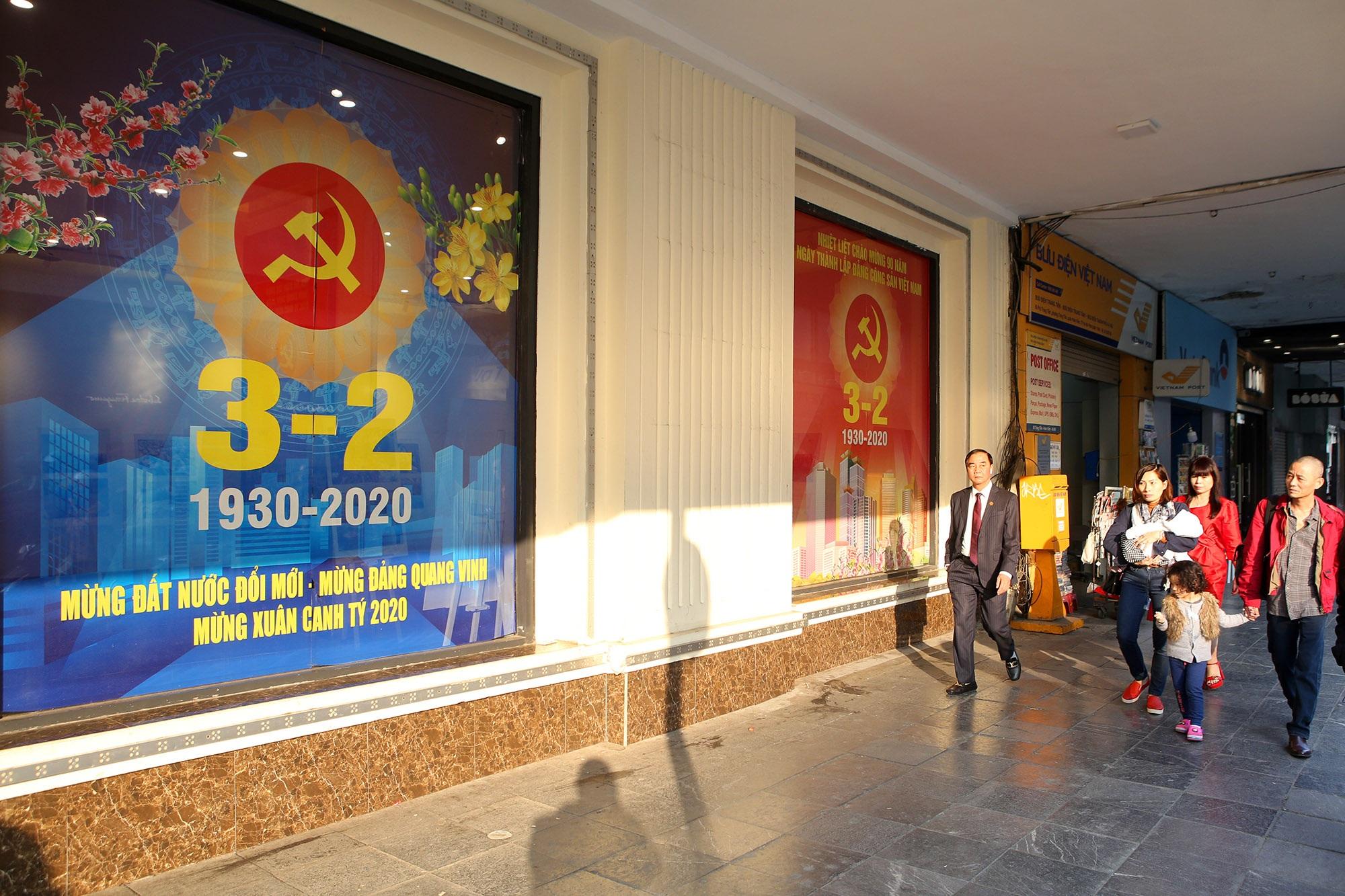 Hà Nội rực rỡ cờ, hoa mừng 90 năm Ngày thành lập Đảng - 1
