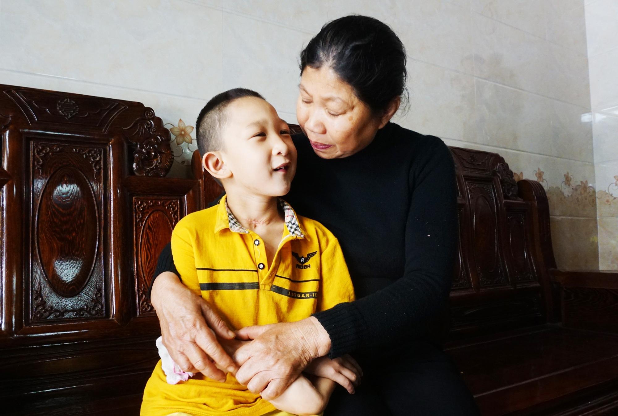 Hành trình hồi sinh đầy gian nan của cậu bé đa dị tật 2 lần bị bỏ rơi - 7