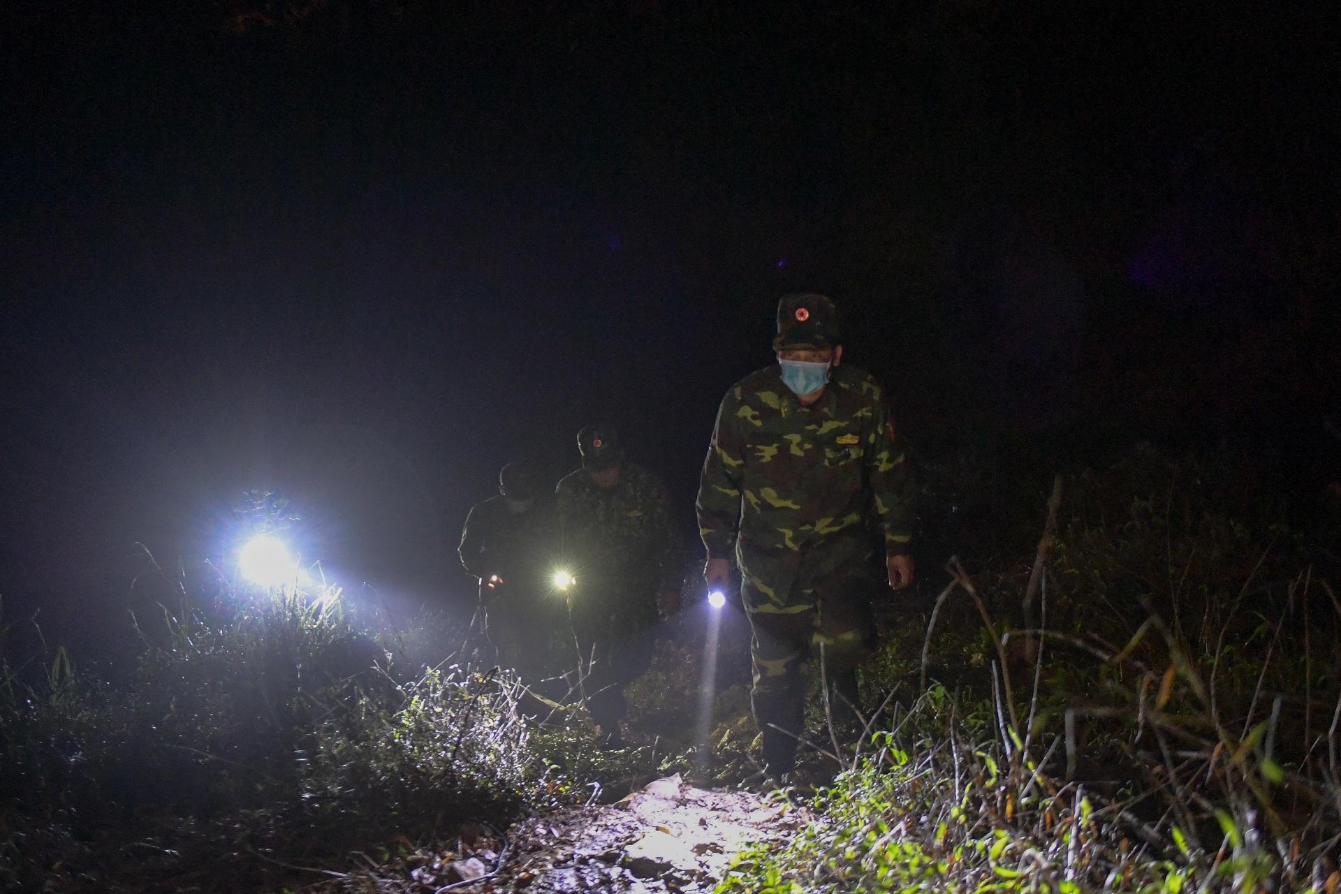 Những chiến sĩ đắp đá làm giường, ròng rã nơi biên giới chống dịch corona - 18