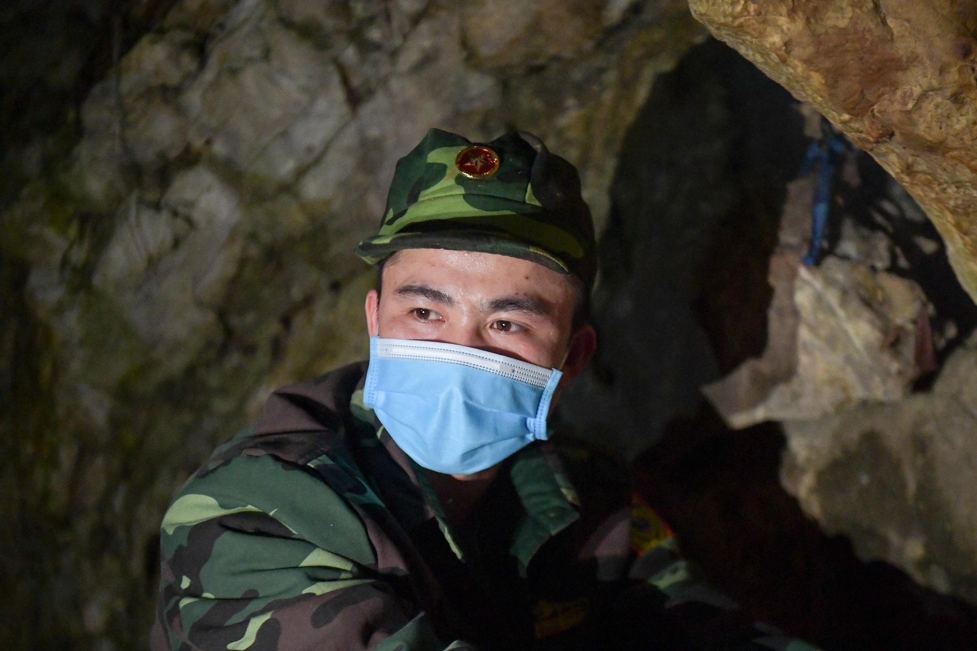 Những chiến sĩ đắp đá làm giường, ròng rã nơi biên giới chống dịch corona - 13