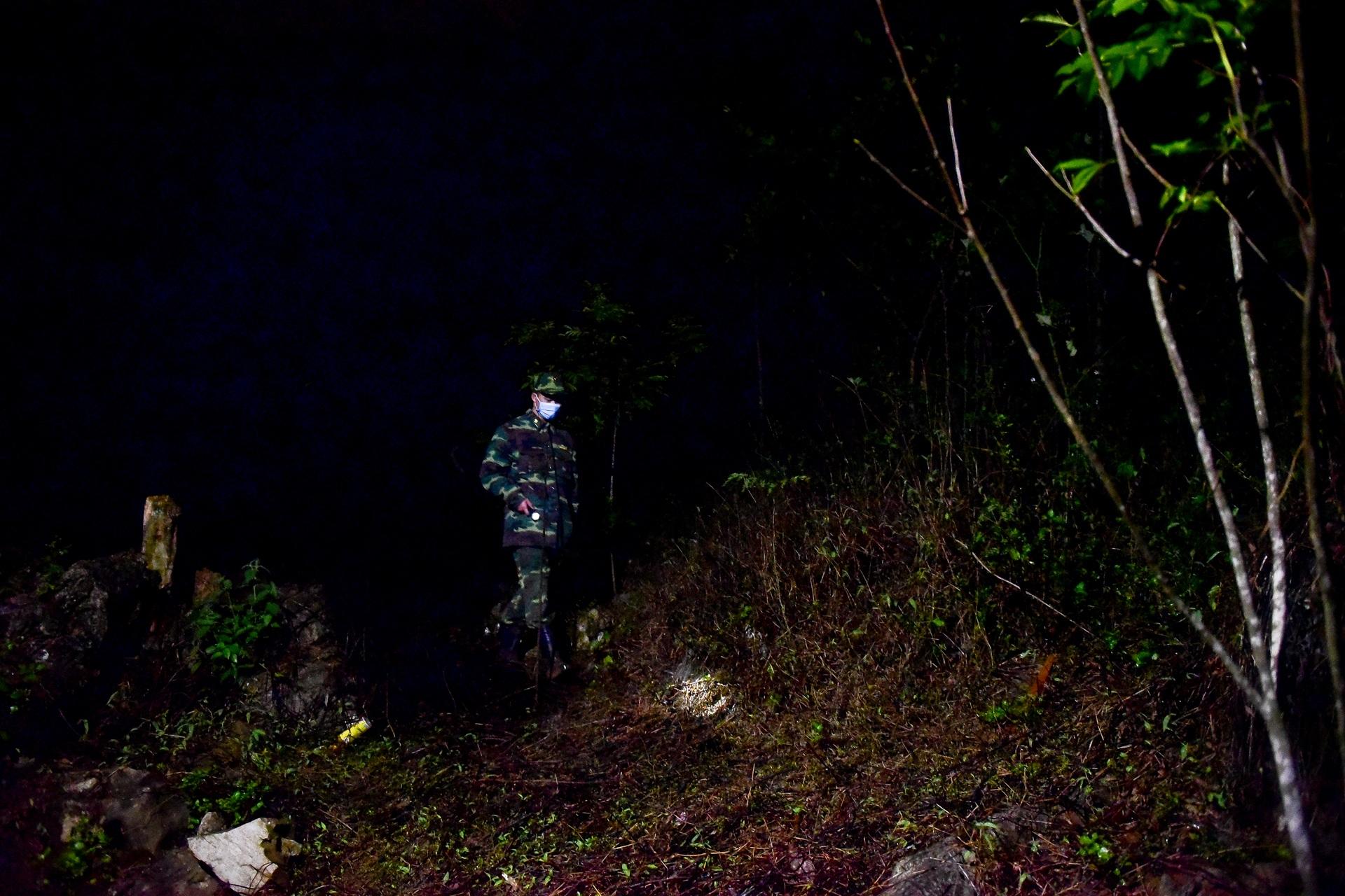 Những chiến sĩ đắp đá làm giường, ròng rã nơi biên giới chống dịch corona - 4