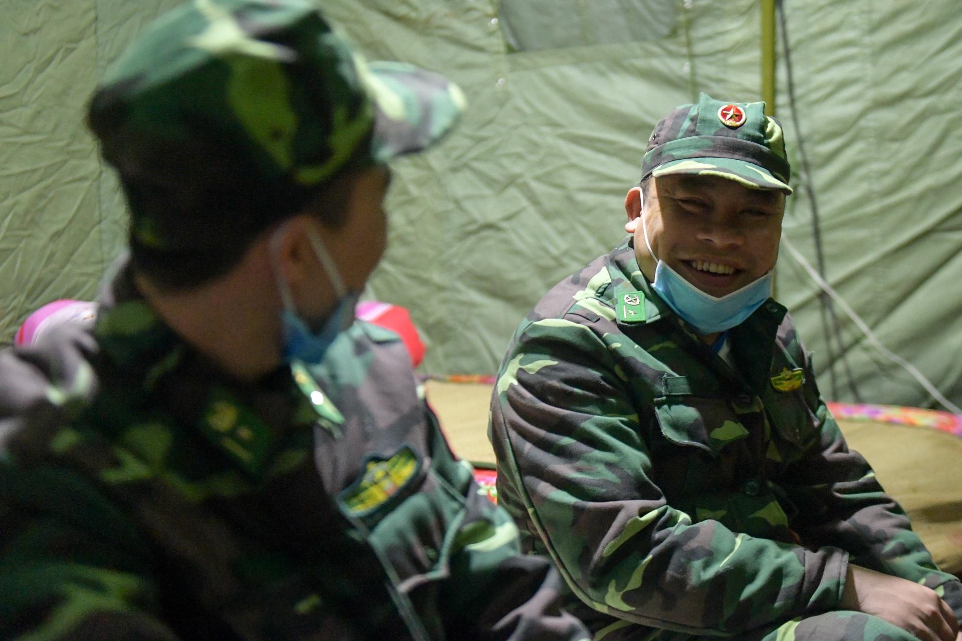 Những chiến sĩ đắp đá làm giường, ròng rã nơi biên giới chống dịch corona - 17