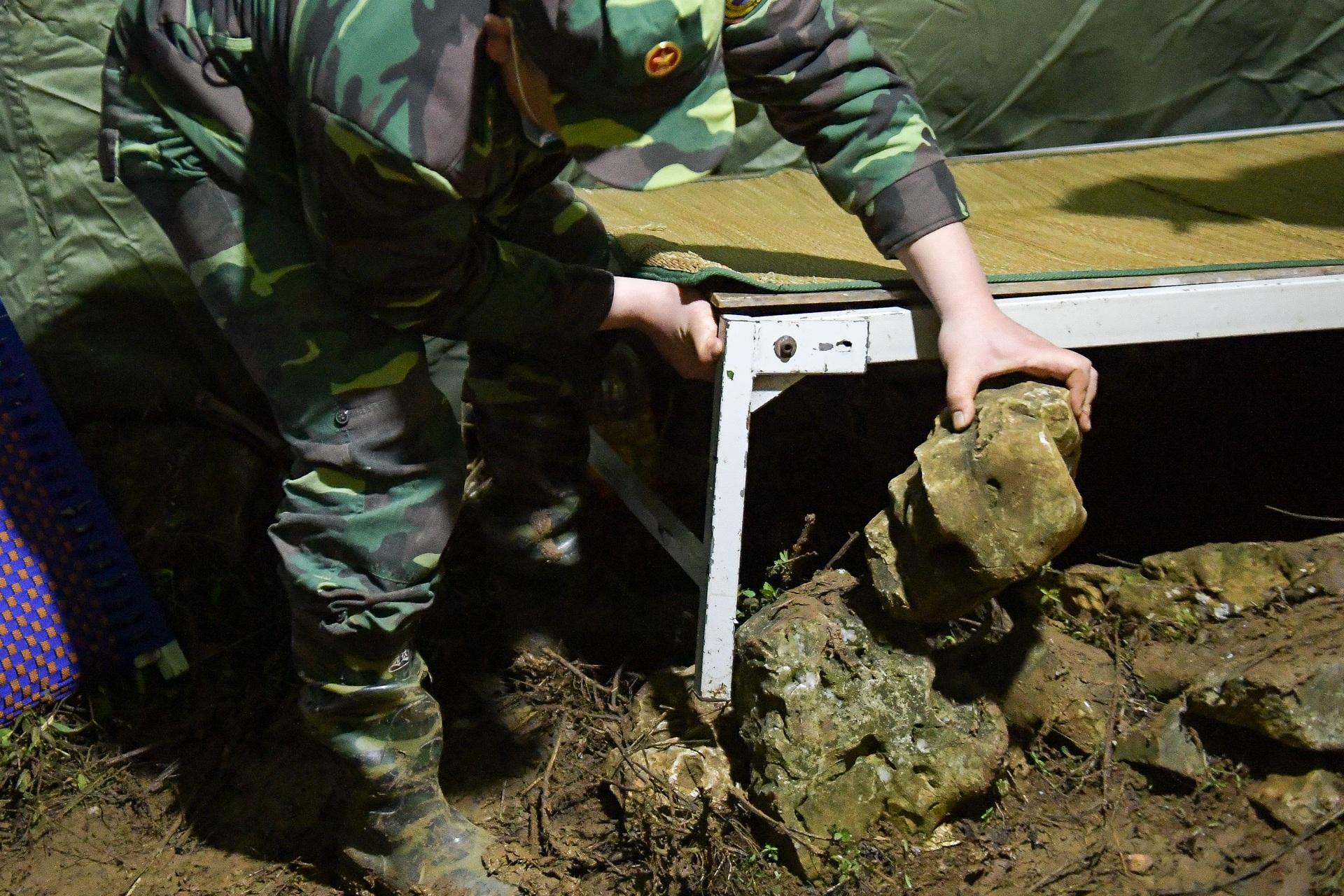 Những chiến sĩ đắp đá làm giường, ròng rã nơi biên giới chống dịch corona - 16
