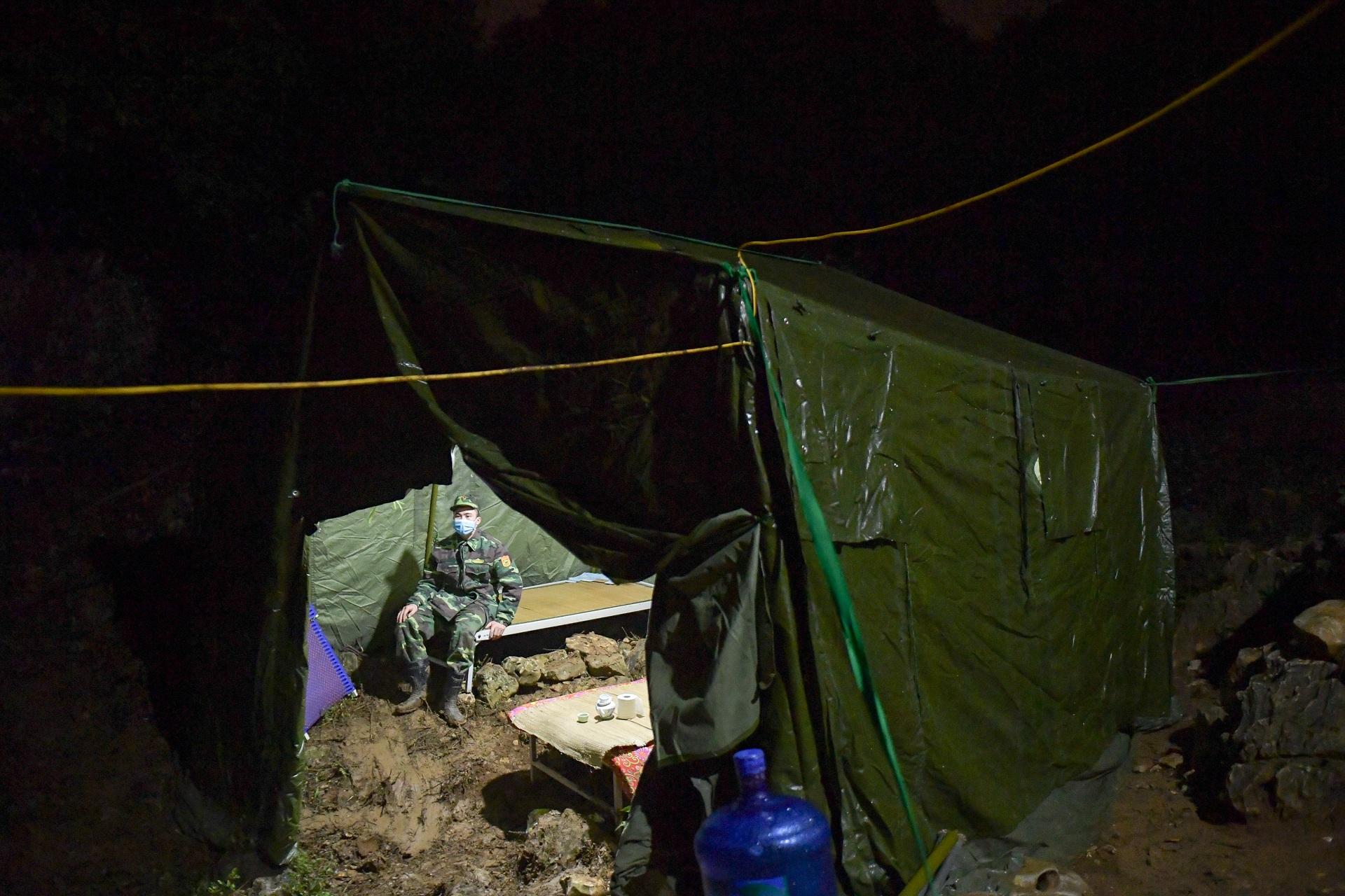 Những chiến sĩ đắp đá làm giường, ròng rã nơi biên giới chống dịch corona - 8