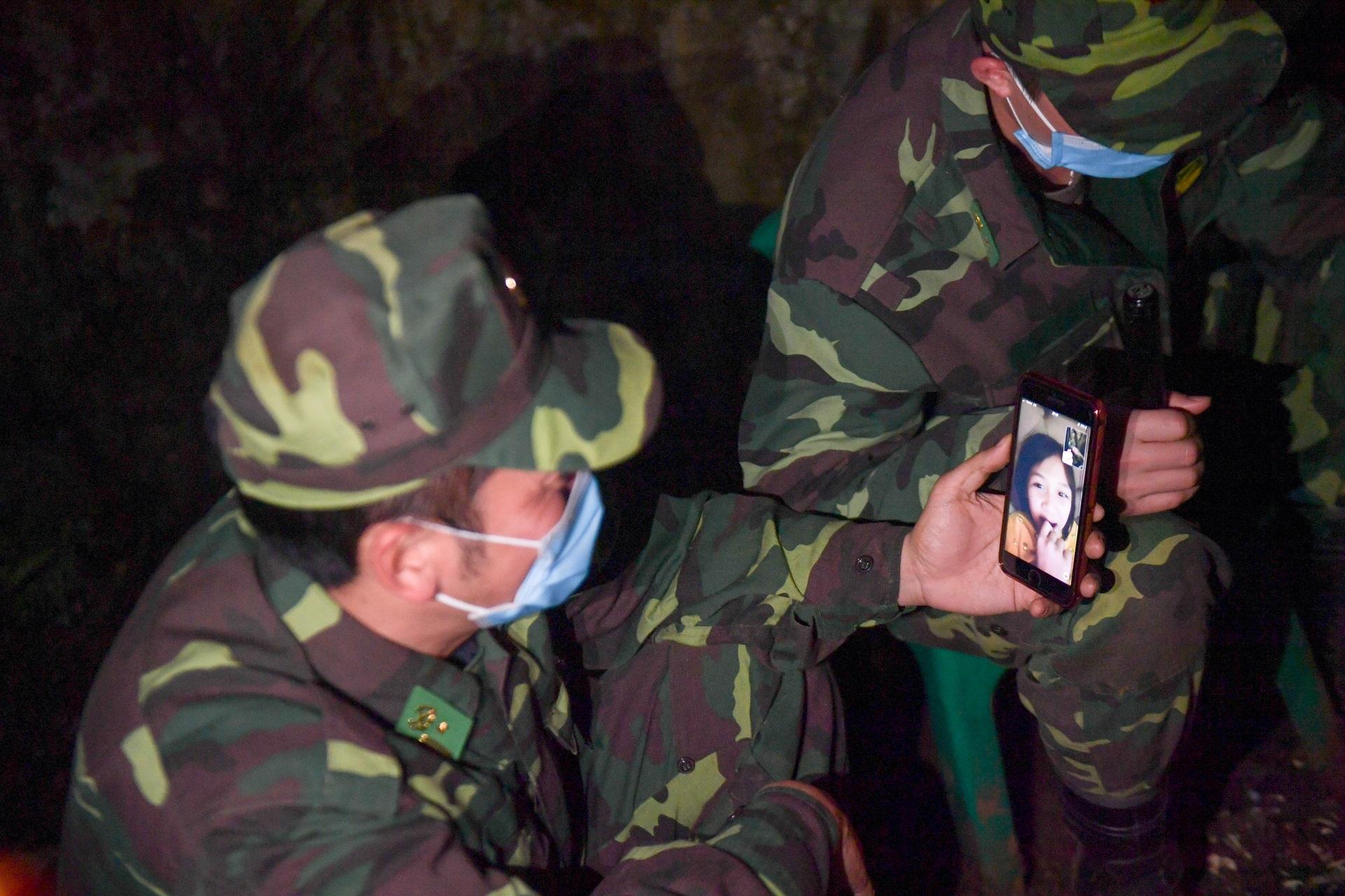 Những chiến sĩ đắp đá làm giường, ròng rã nơi biên giới chống dịch corona - 20