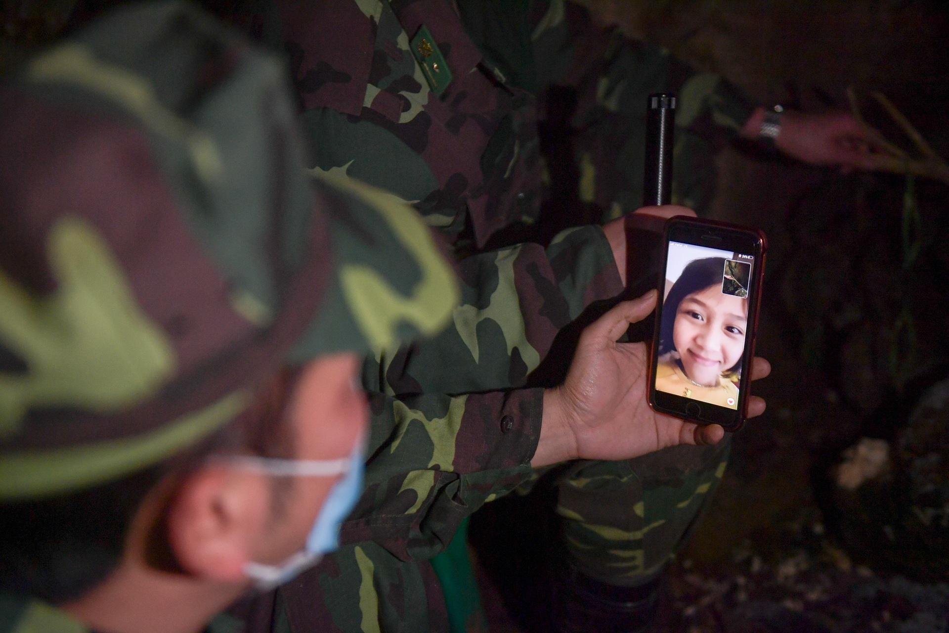 Những chiến sĩ đắp đá làm giường, ròng rã nơi biên giới chống dịch corona - 19