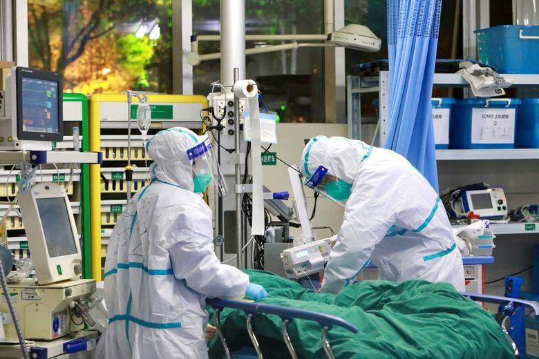 Bác sĩ Trung Quốc kể chuyện cả tháng ròng chống dịch, nhiều lần bật khóc - 1