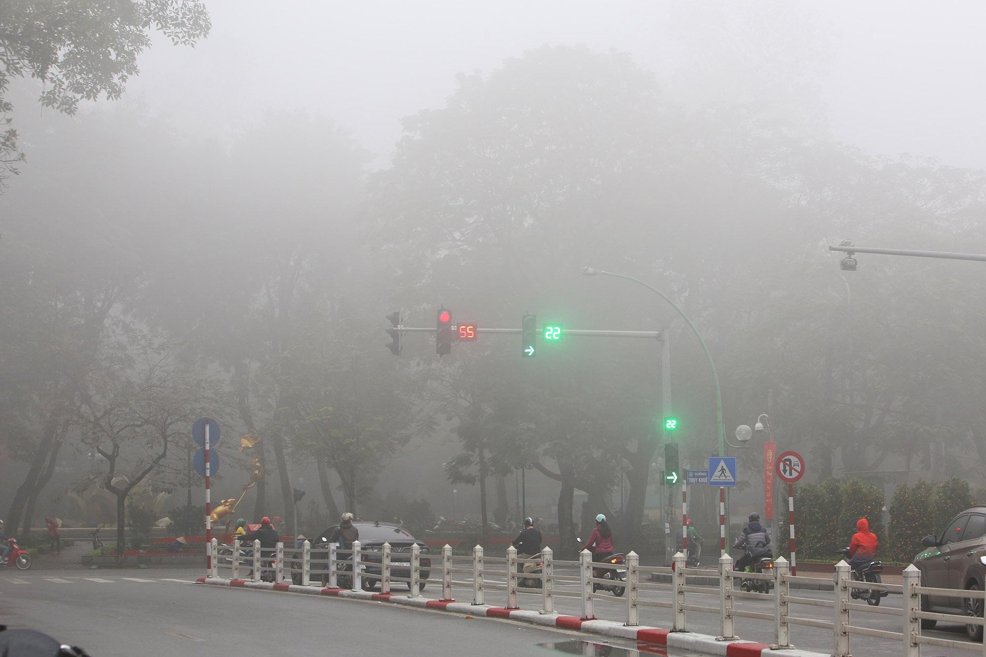Hà Nội thơ mộng sau làn sương mù dày đặc - 12