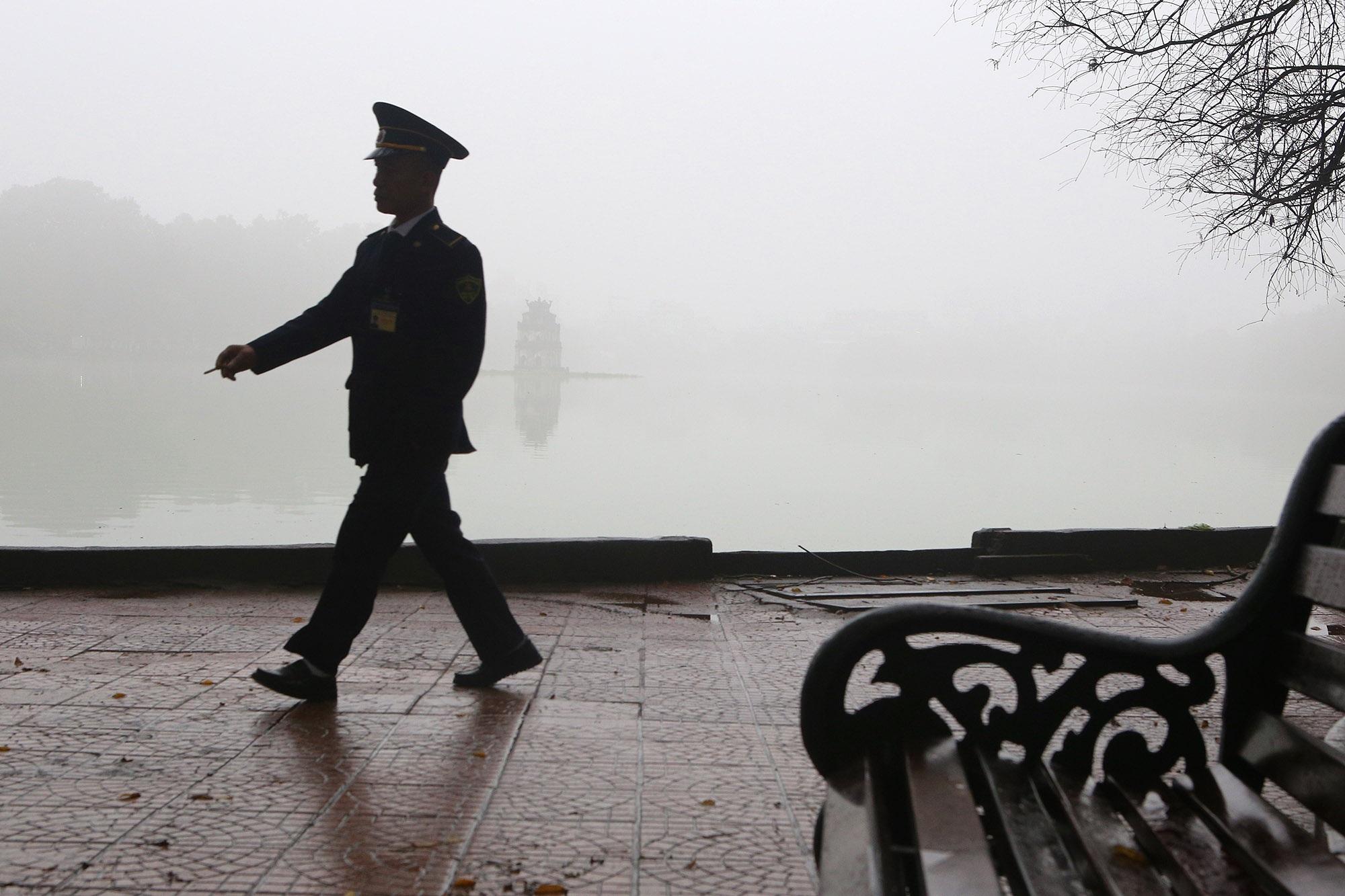 Hà Nội thơ mộng sau làn sương mù dày đặc - 15