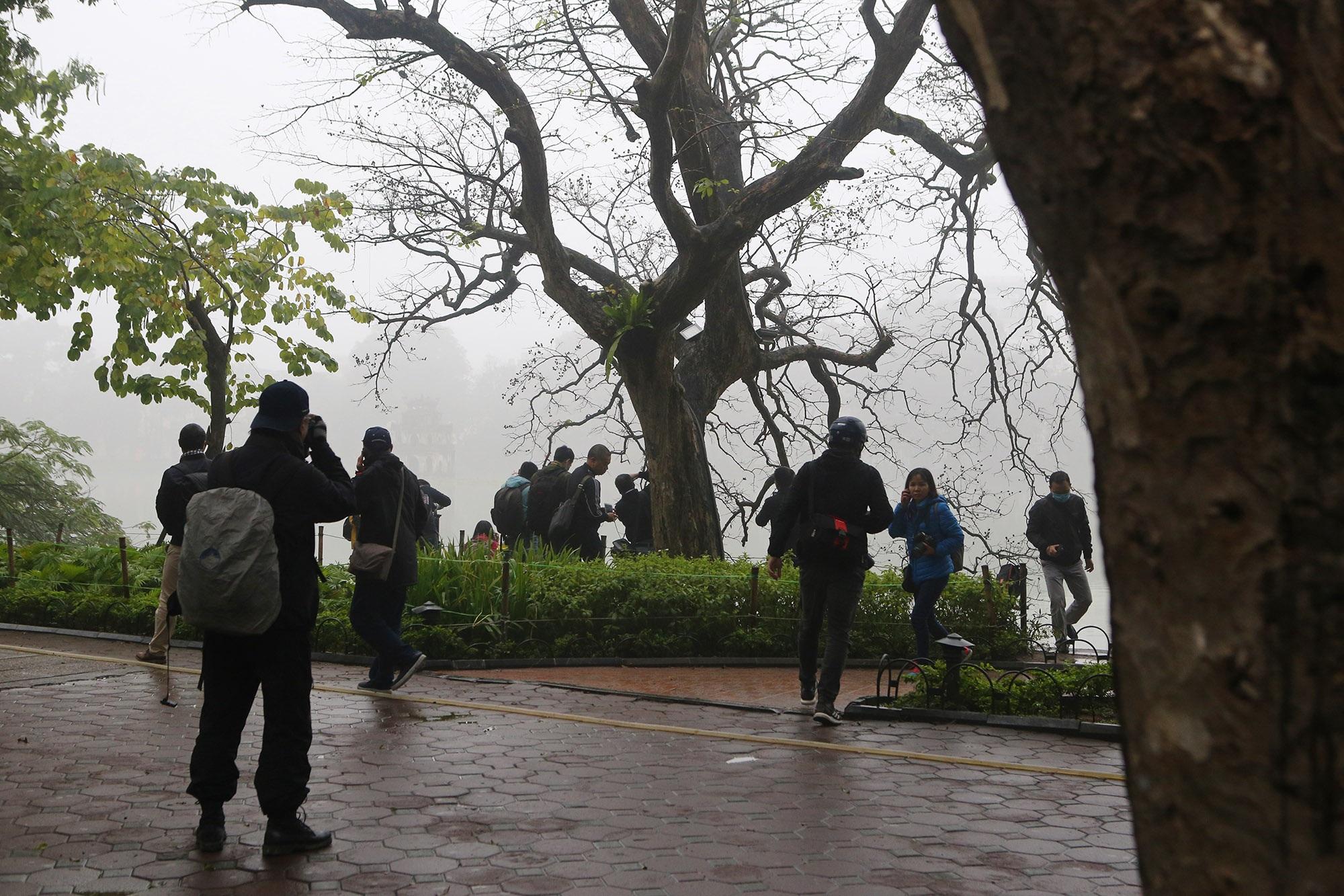 Hà Nội thơ mộng sau làn sương mù dày đặc - 17
