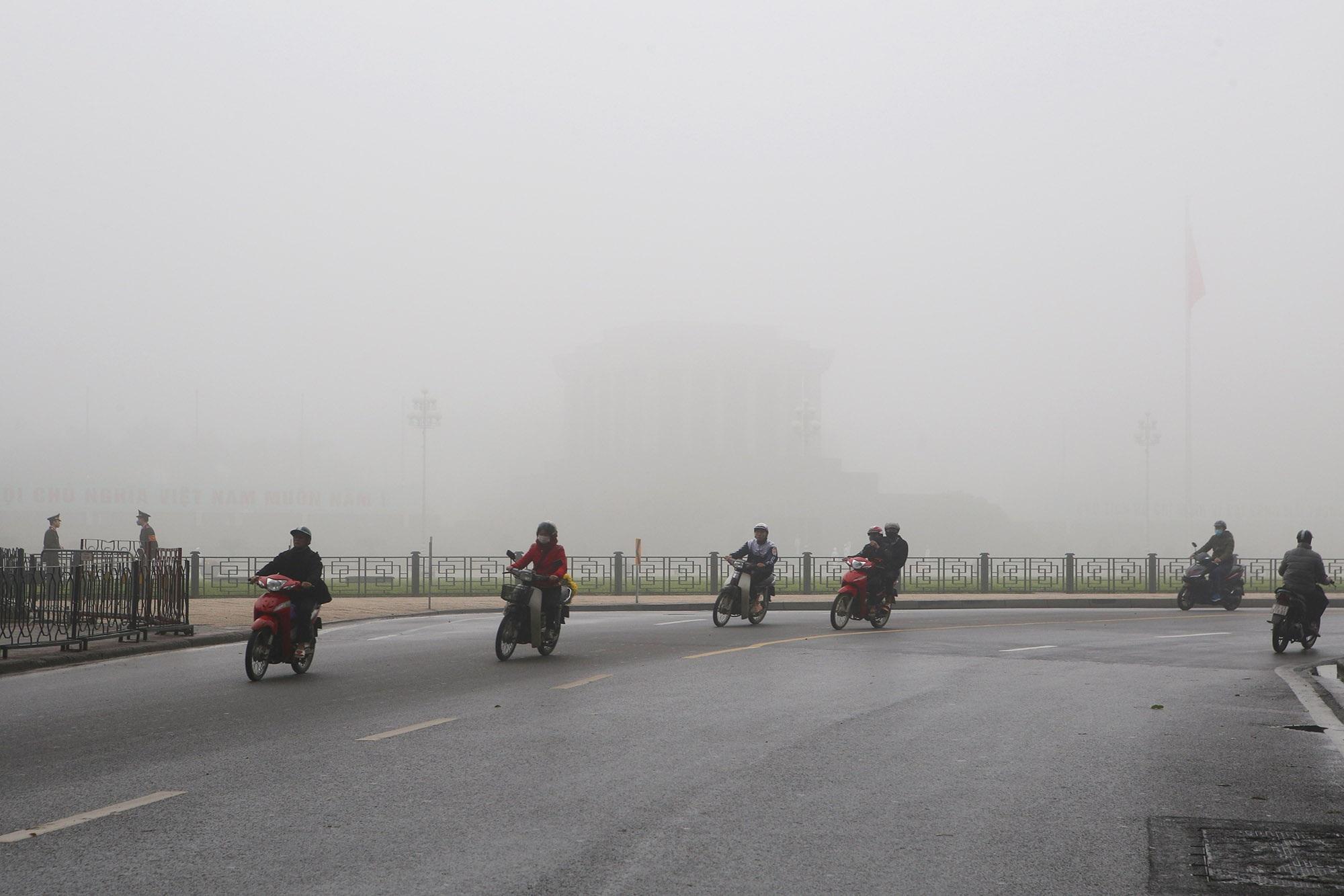 Hà Nội thơ mộng sau làn sương mù dày đặc - 2