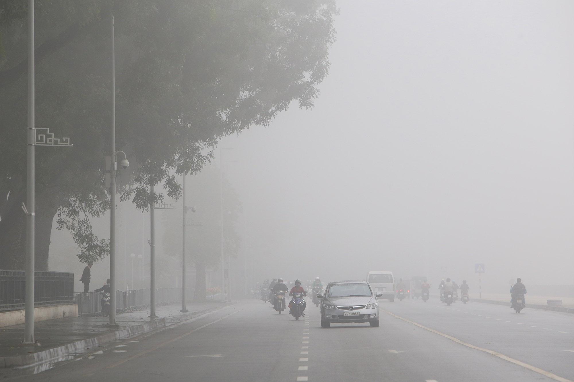 Hà Nội thơ mộng sau làn sương mù dày đặc - 3