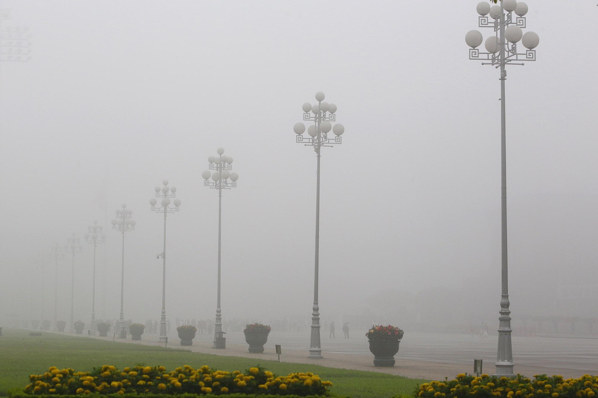 Hà Nội thơ mộng sau làn sương mù dày đặc - 4