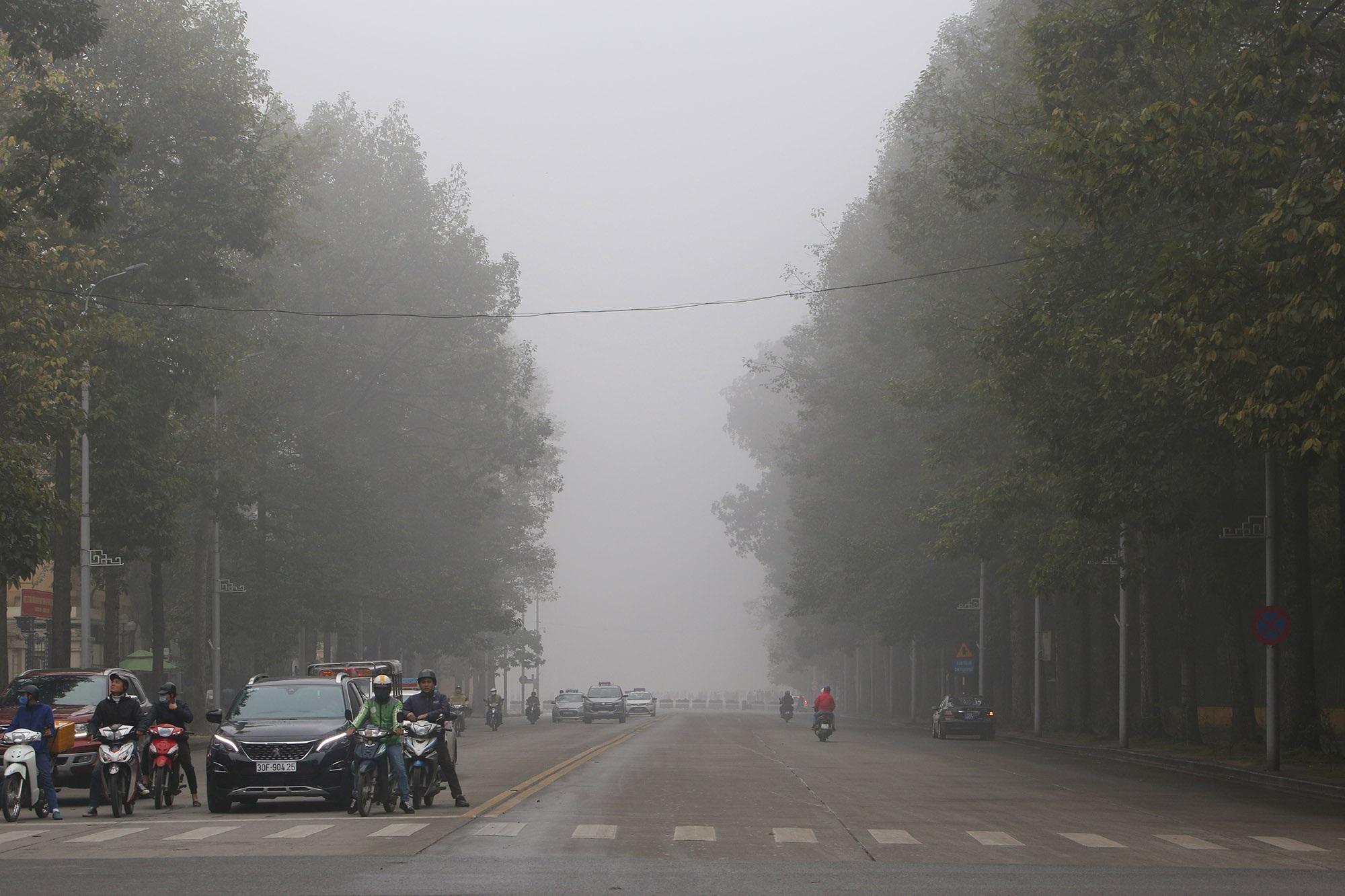 Hà Nội thơ mộng sau làn sương mù dày đặc - 6