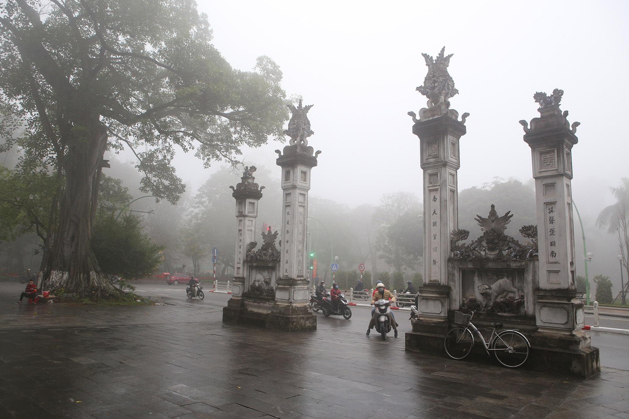 Hà Nội thơ mộng sau làn sương mù dày đặc - 8