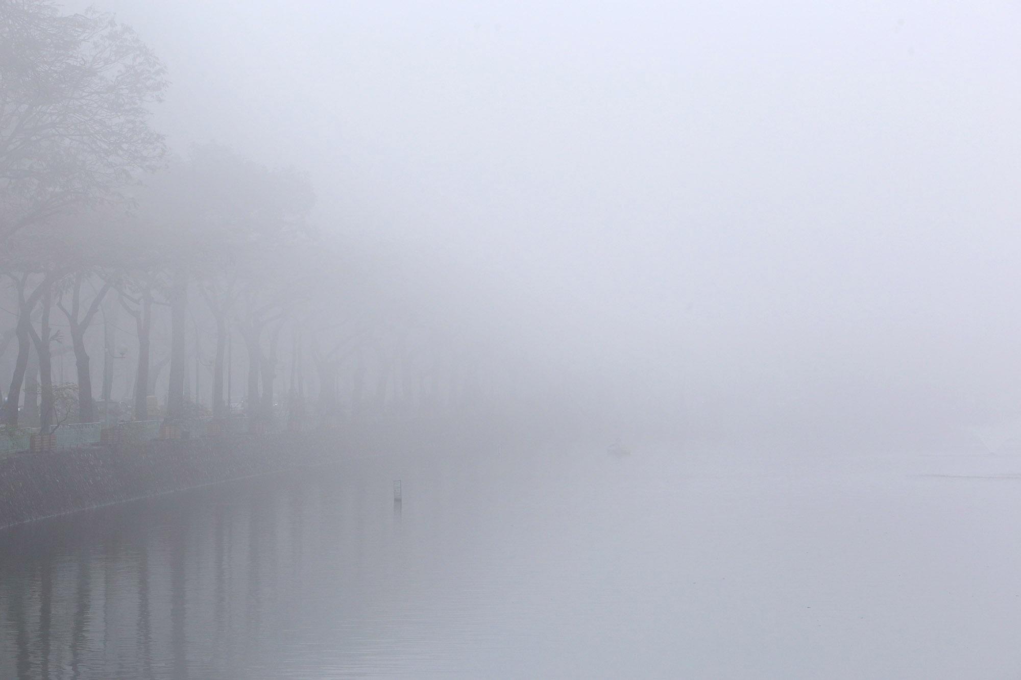 Hà Nội thơ mộng sau làn sương mù dày đặc - 9