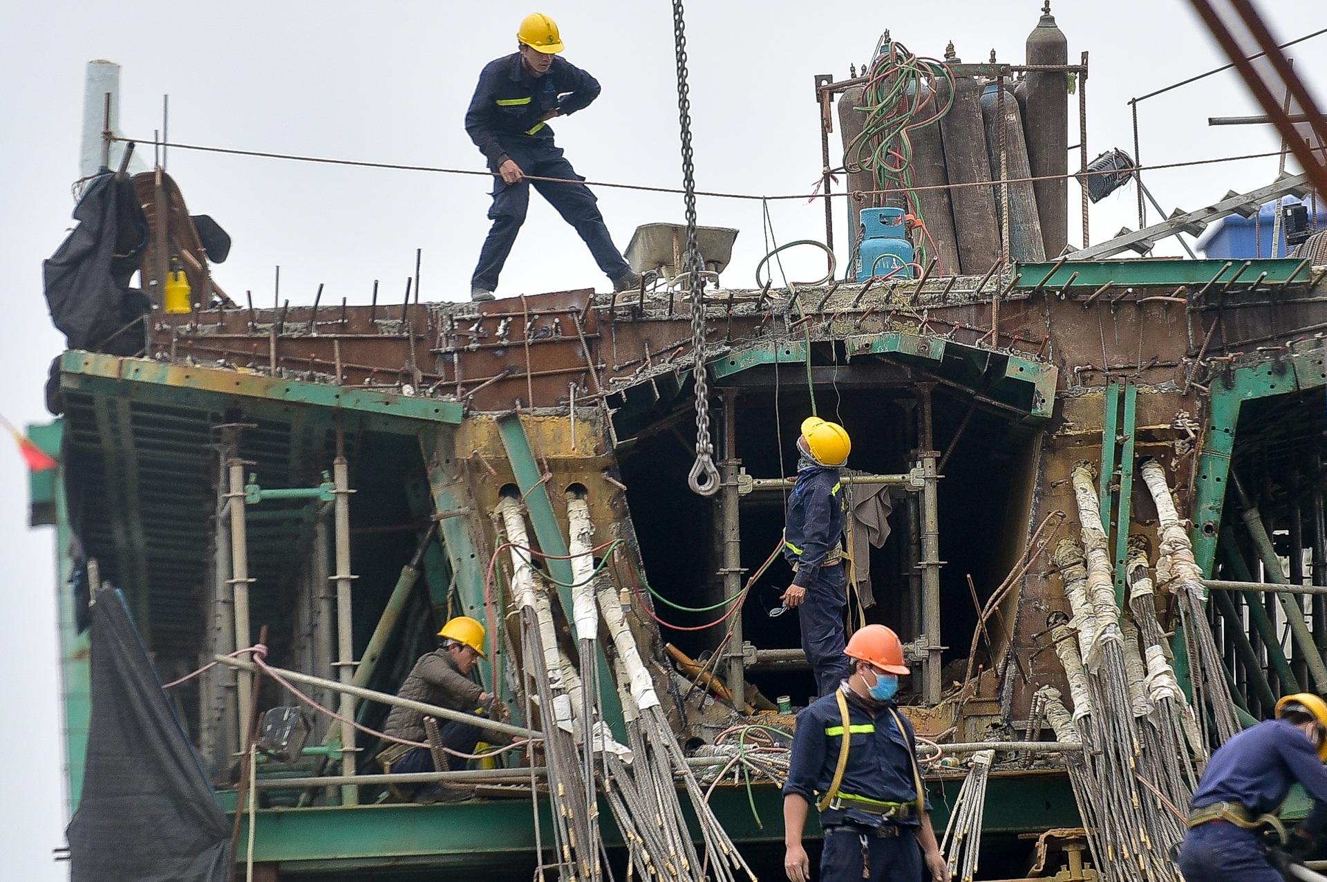 Đại công trường trên cao 9.400 tỷ xuyên đường cong mềm mại ở Hà Nội - 1