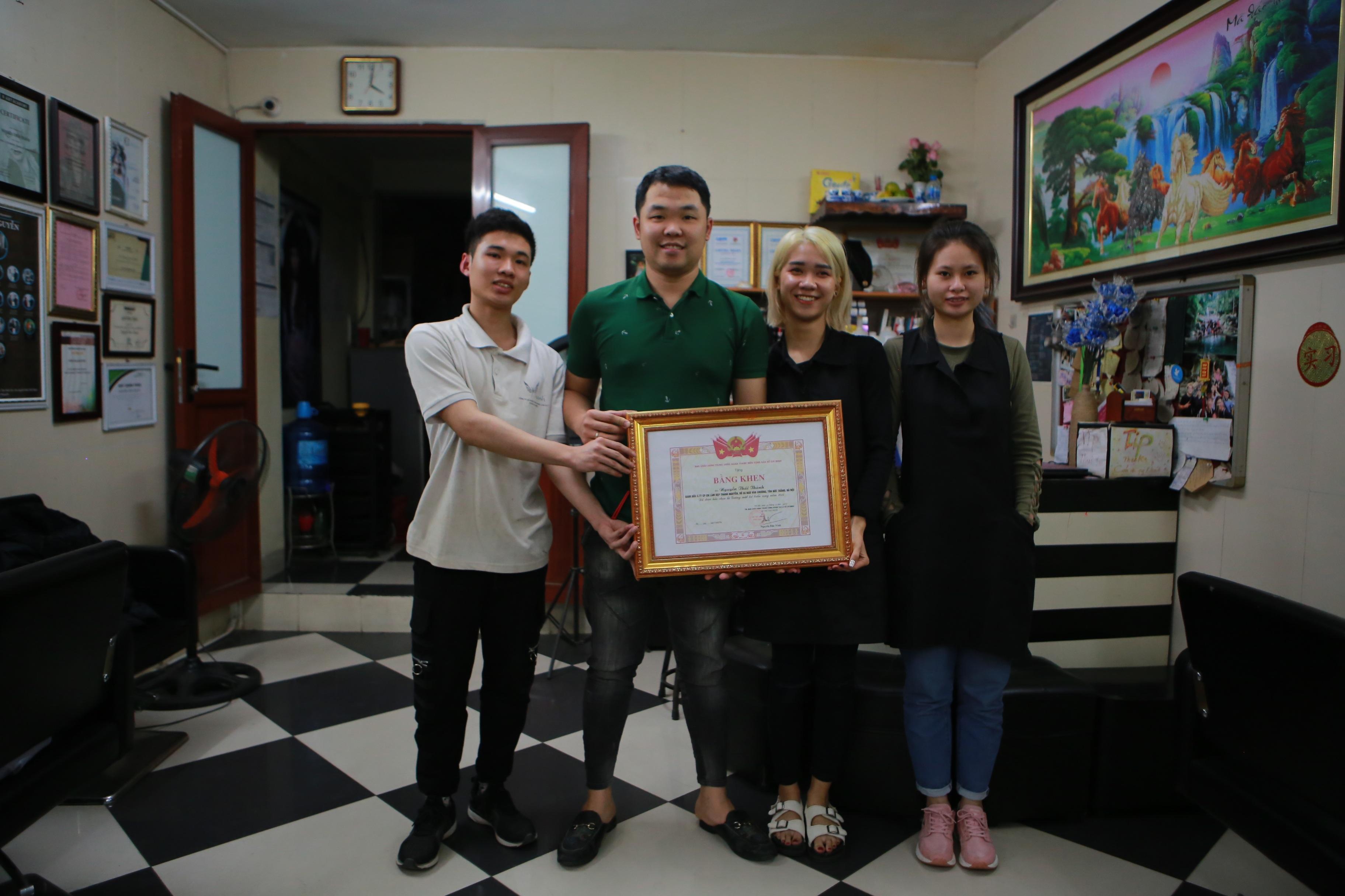 Chàng trai khiếm thính dạy cắt tóc miễn phí cho người khuyết tật ở Hà Nội - 16