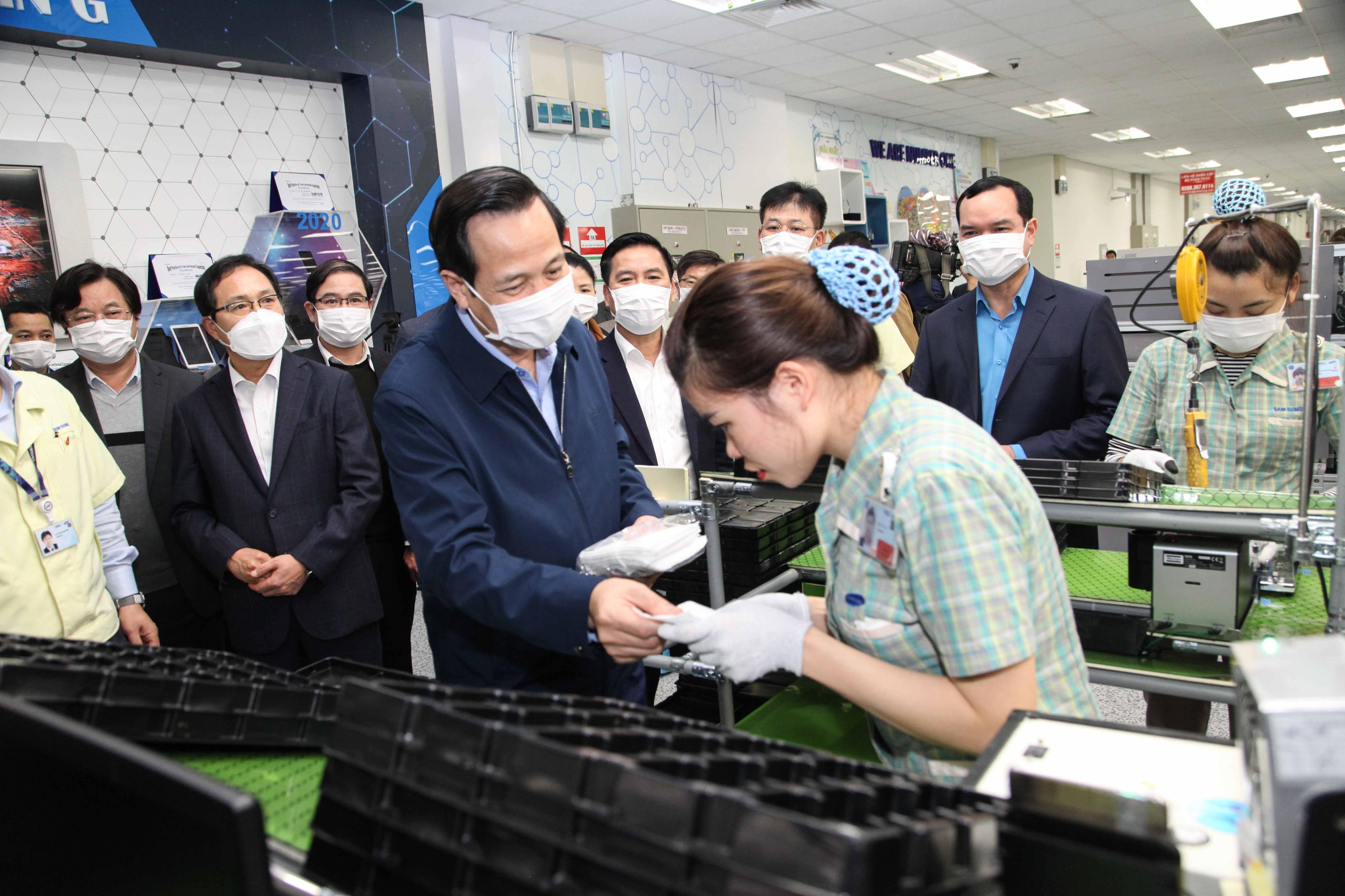 """Bộ trưởng Đào Ngọc Dung: """"Cải cách chính sách tiền lương cần hợp lòng dân"""" - 4"""