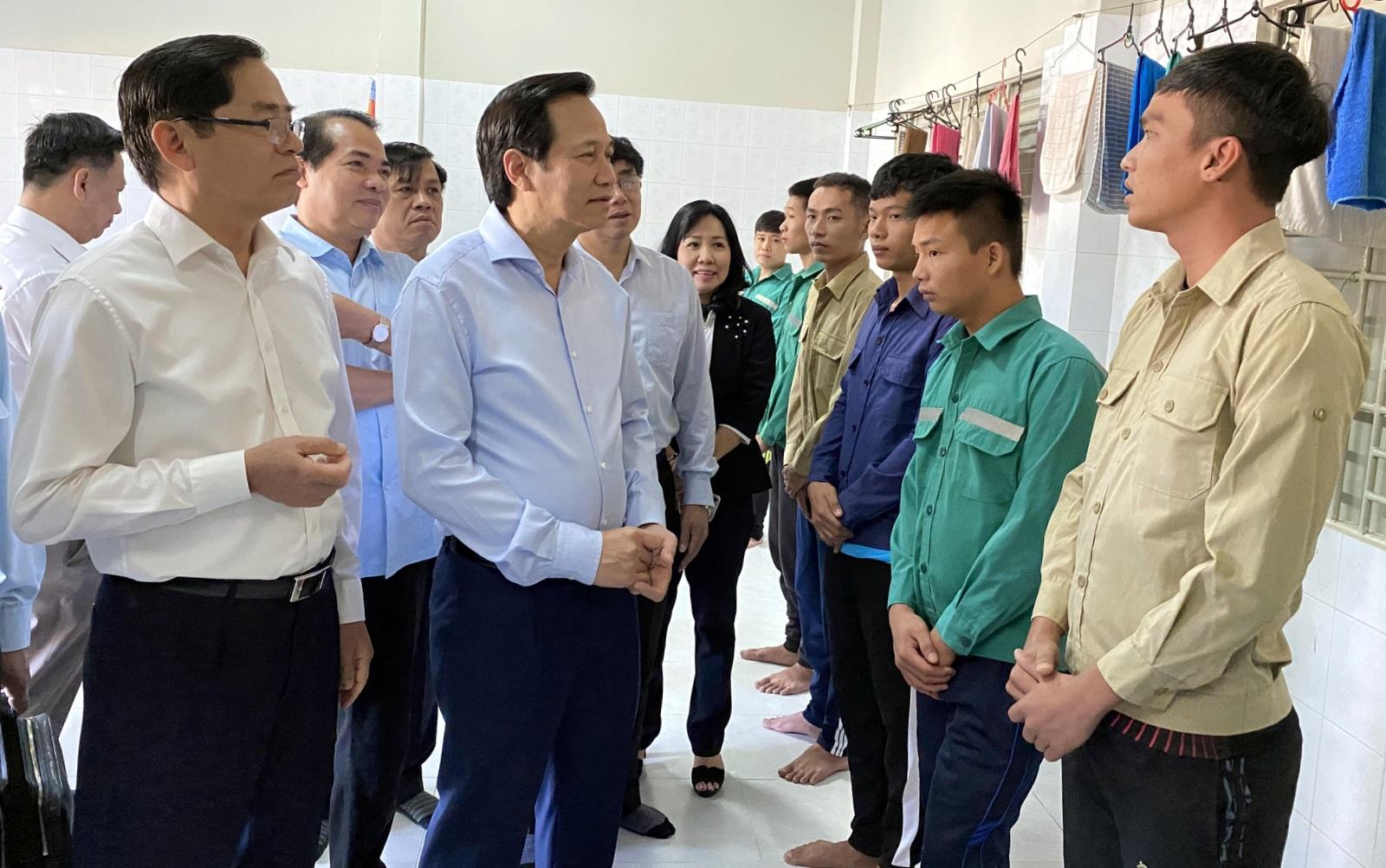 """Bộ trưởng Đào Ngọc Dung: """"Cải cách chính sách tiền lương cần hợp lòng dân"""" - 5"""