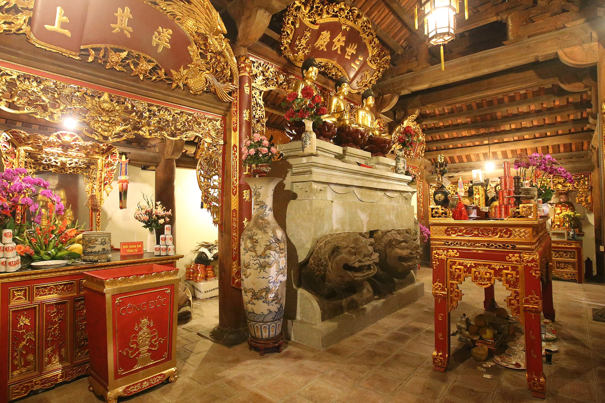 Bảo vật quốc gia: Tượng đôi sư tử đá và Khám thờ gỗ sơn son thếp vàng - 1