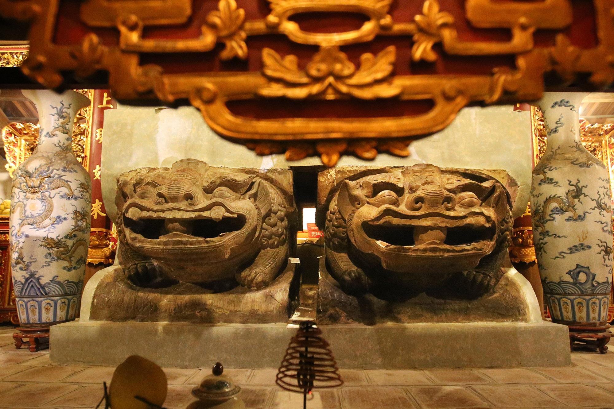Bảo vật quốc gia: Tượng đôi sư tử đá và Khám thờ gỗ sơn son thếp vàng - 4