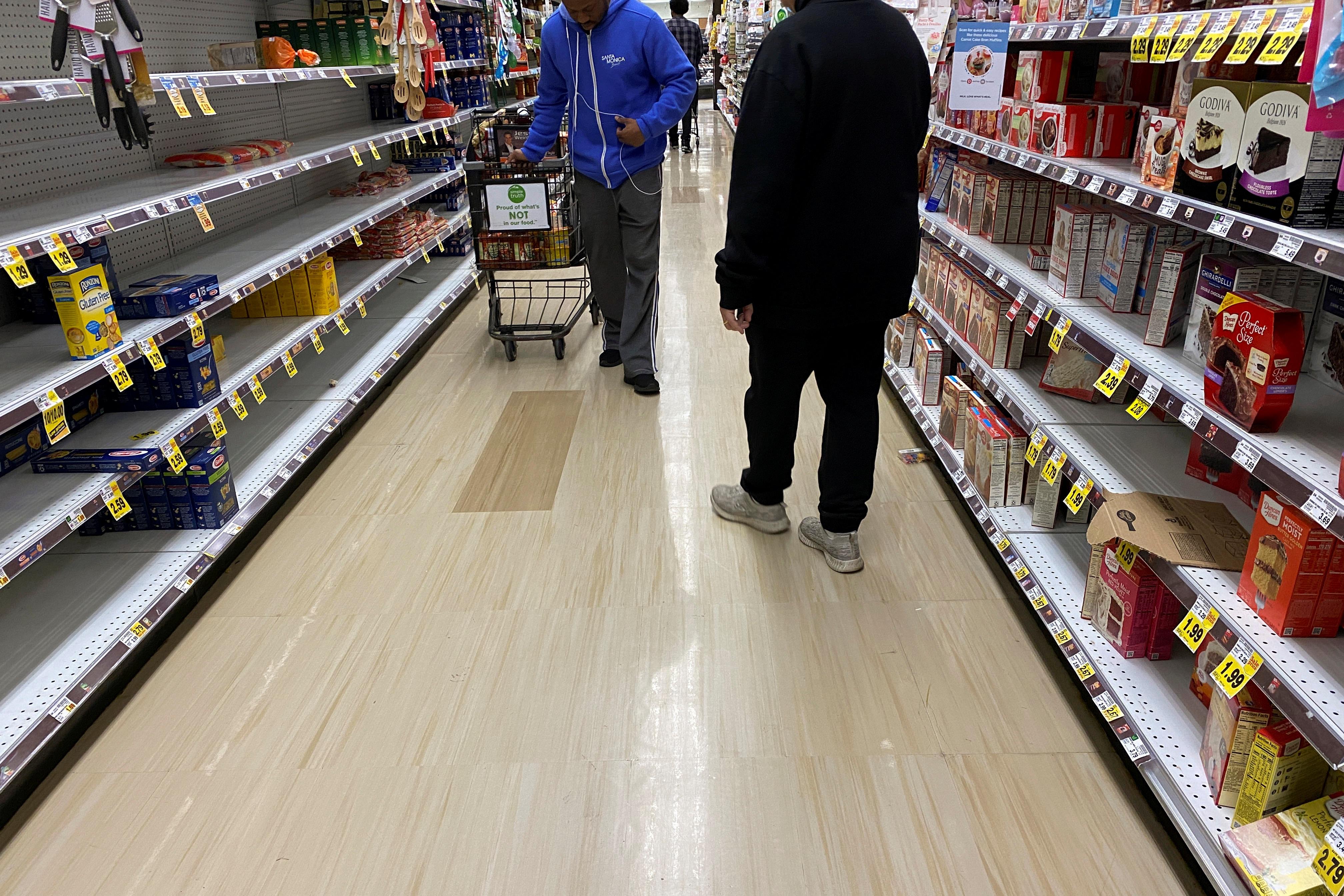 """Đổ xô """"vét"""" hàng siêu thị ở Mỹ và Anh vì Covid-19 - 12"""
