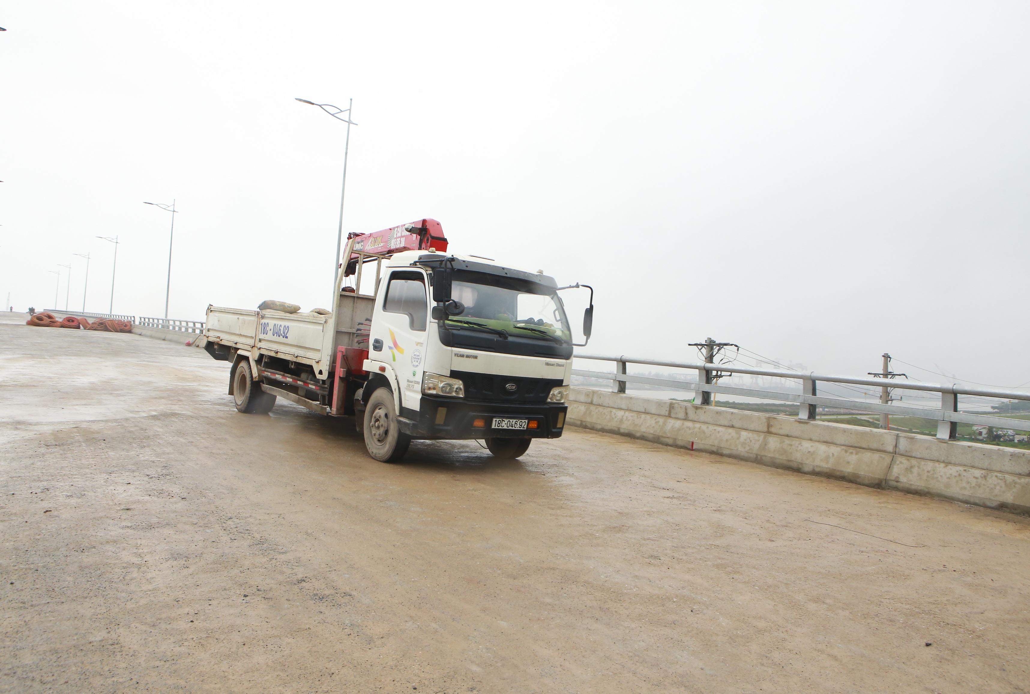 Cận cảnh cây cầu nghìn tỷ vượt sông Ninh Cơ chuẩn bị thông xe - 8