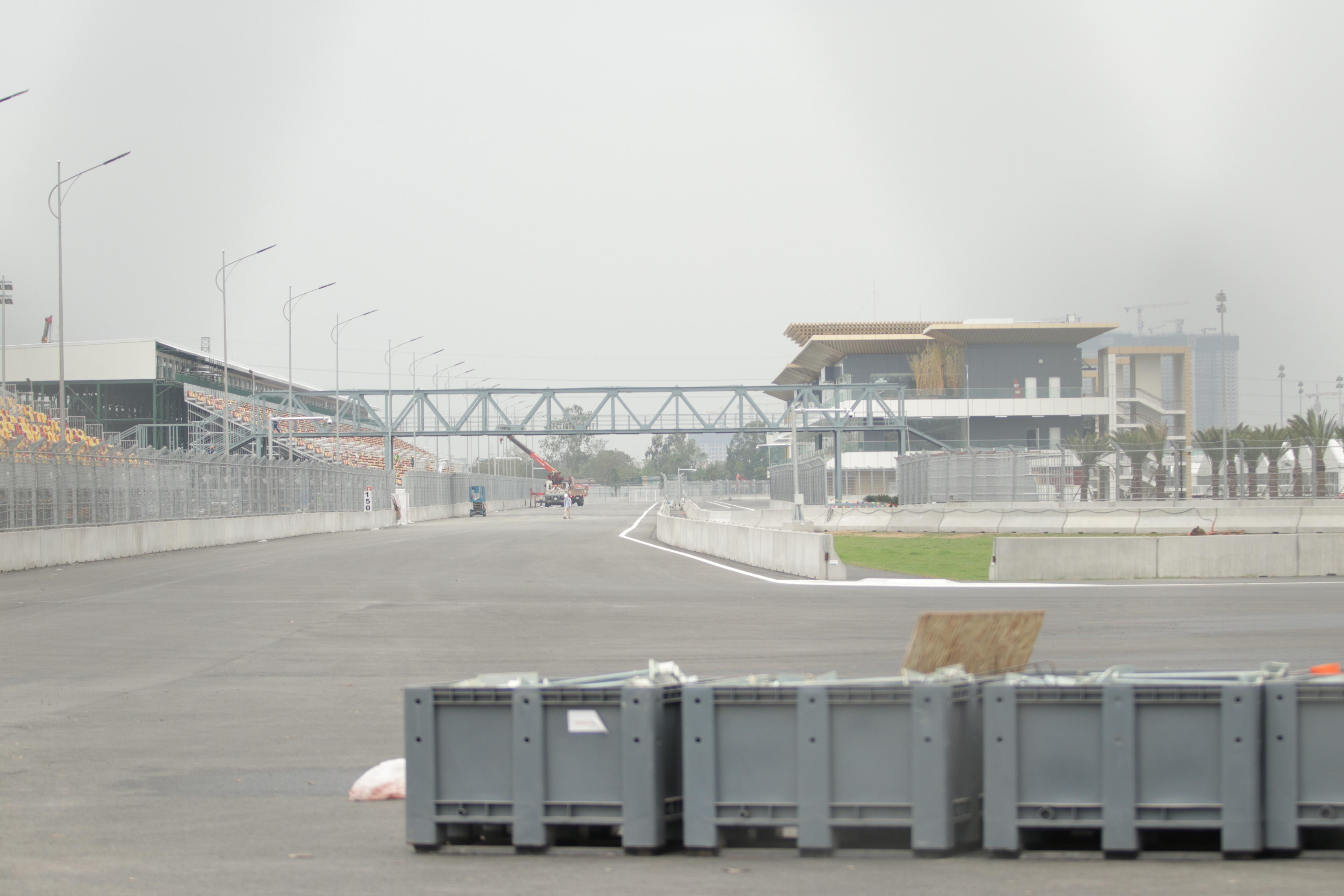 Hà Nội: Ngẩn ngơ nhìn đường đua F1 hoàn thành nhưng bị hoãn - 25