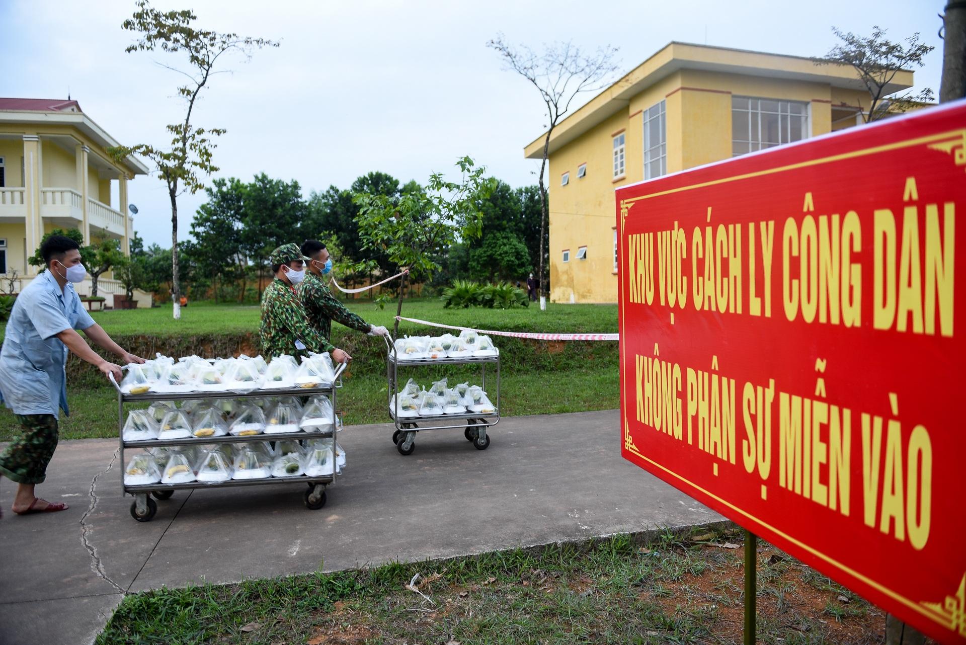 Cơm cách ly của 122 người dân tại doanh trại quân đội - 19