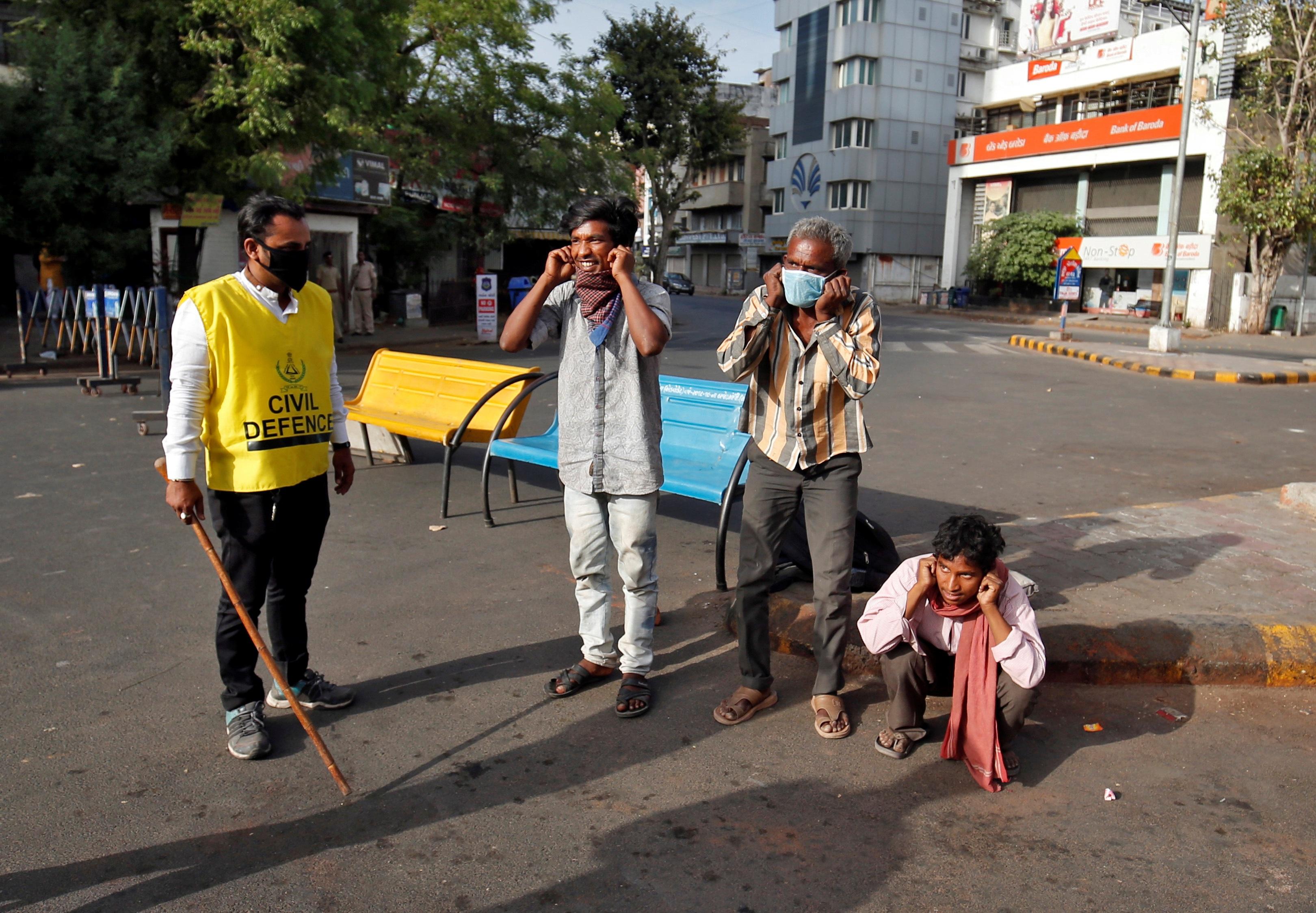 1,3 tỷ dân Ấn Độ bị phong tỏa để chống dịch Covid-19 - 12