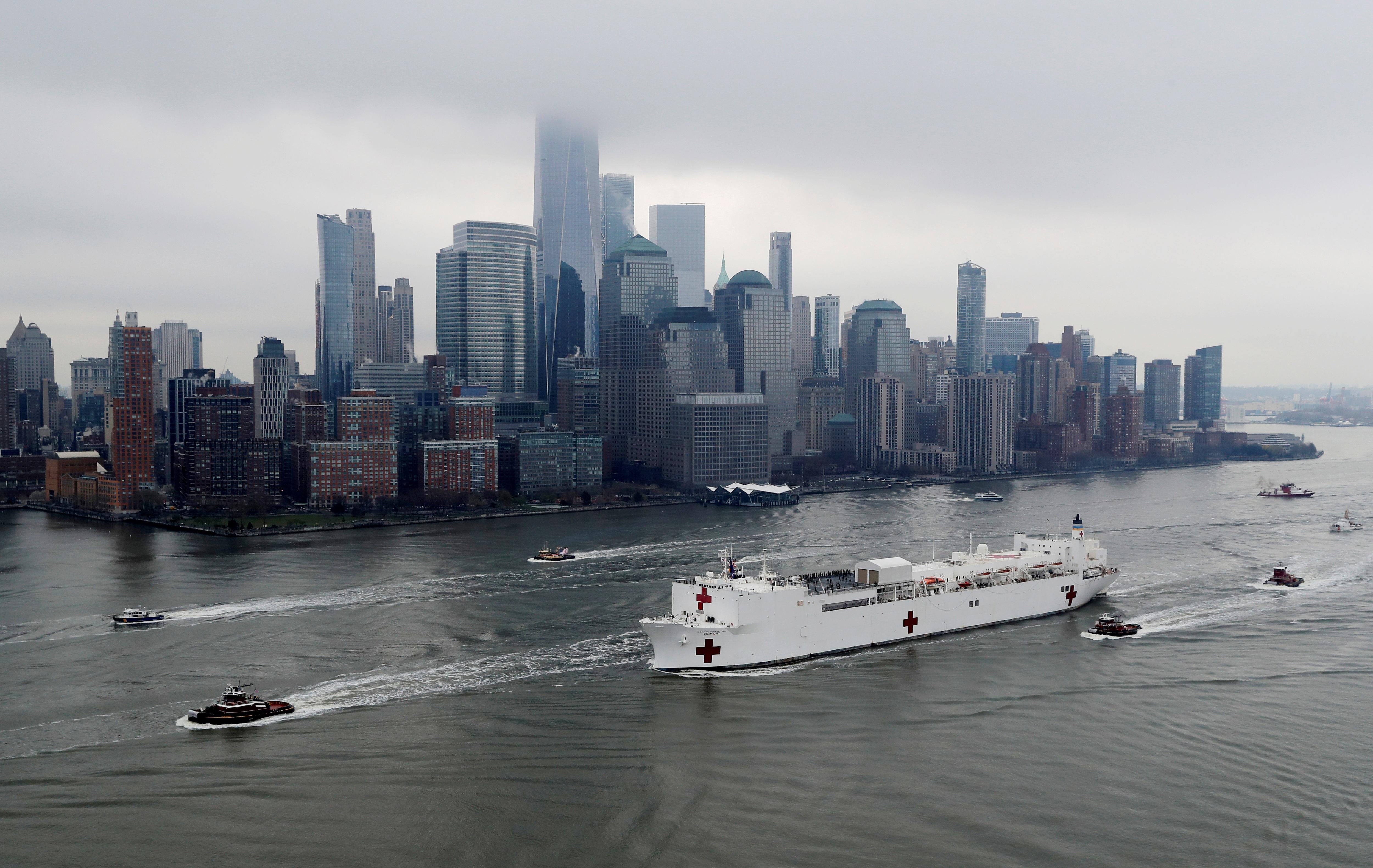 Bên trong tàu bệnh viện được điều tới ứng cứu New York - 12