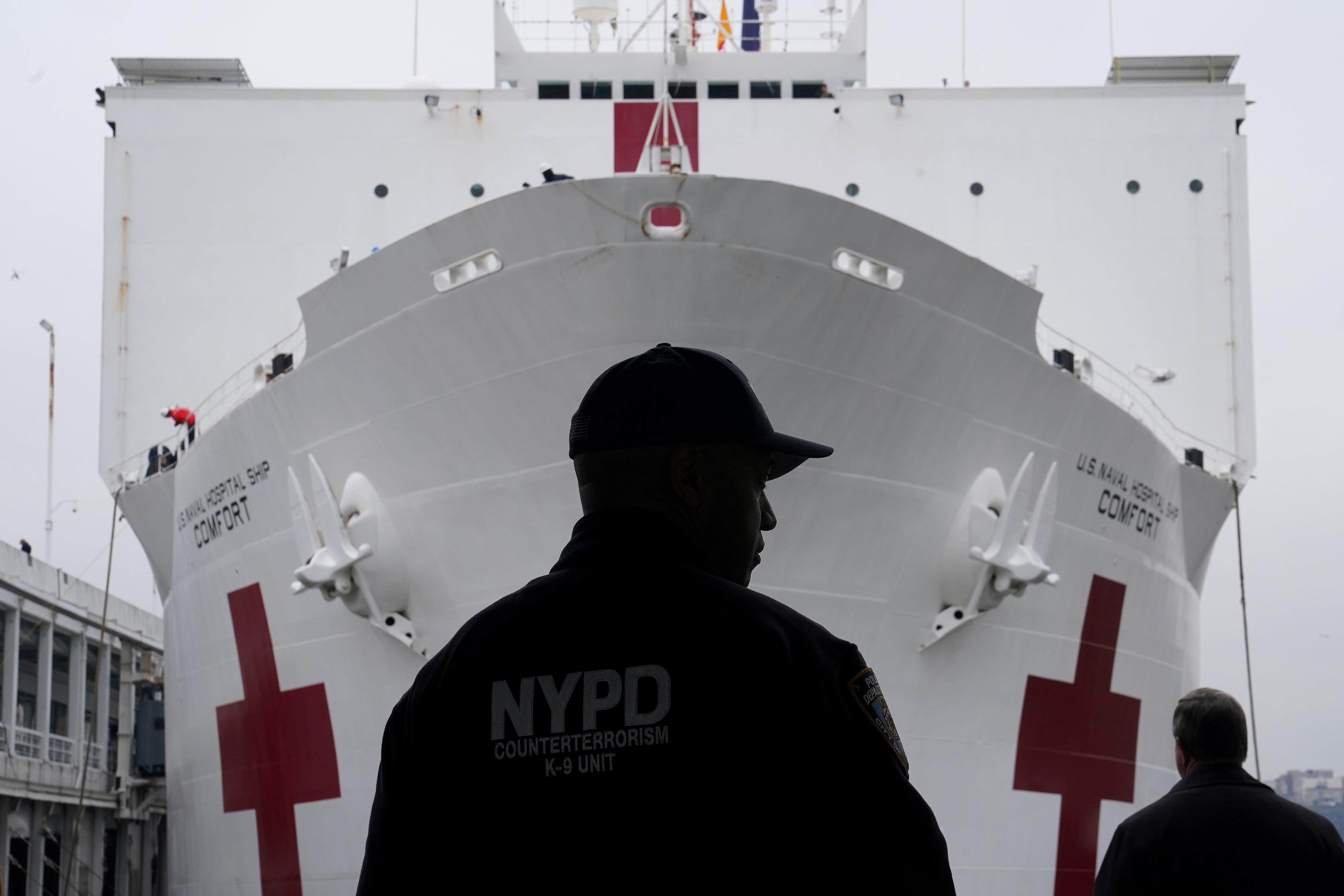 Bên trong tàu bệnh viện được điều tới ứng cứu New York - 10
