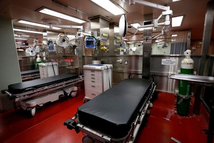 Bên trong tàu bệnh viện được điều tới ứng cứu New York - 8