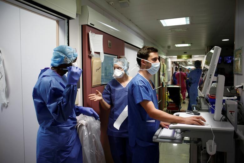 Những người giành giật sự sống cho bệnh nhân bên trong bệnh viện Pháp - 10