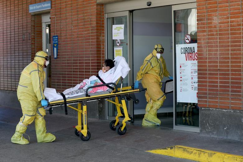 Gần 11.000 người chết, Tây Ban Nha quay cuồng trong cuộc chiến chống dịch - 10