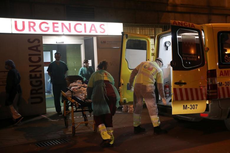Gần 11.000 người chết, Tây Ban Nha quay cuồng trong cuộc chiến chống dịch - 14