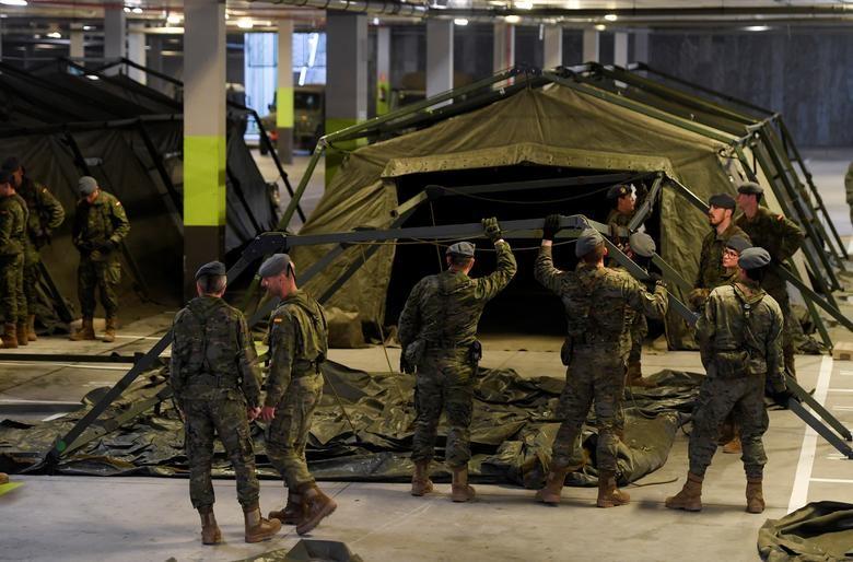 Gần 11.000 người chết, Tây Ban Nha quay cuồng trong cuộc chiến chống dịch - 15