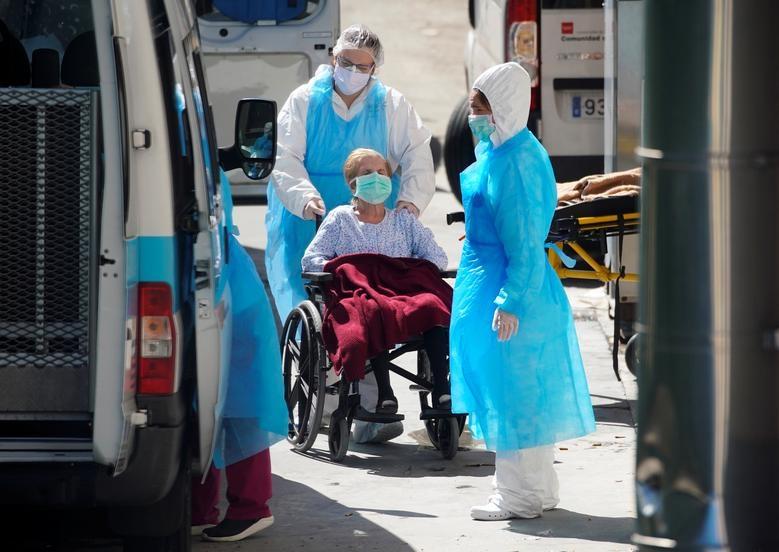 Gần 11.000 người chết, Tây Ban Nha quay cuồng trong cuộc chiến chống dịch - 2