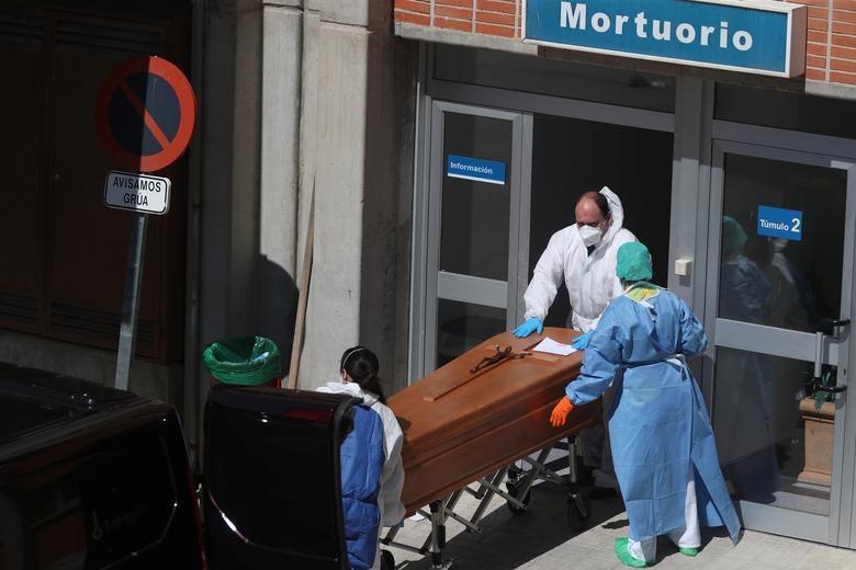 Gần 11.000 người chết, Tây Ban Nha quay cuồng trong cuộc chiến chống dịch - 7