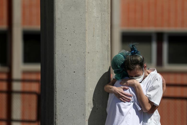 Gần 11.000 người chết, Tây Ban Nha quay cuồng trong cuộc chiến chống dịch - 8