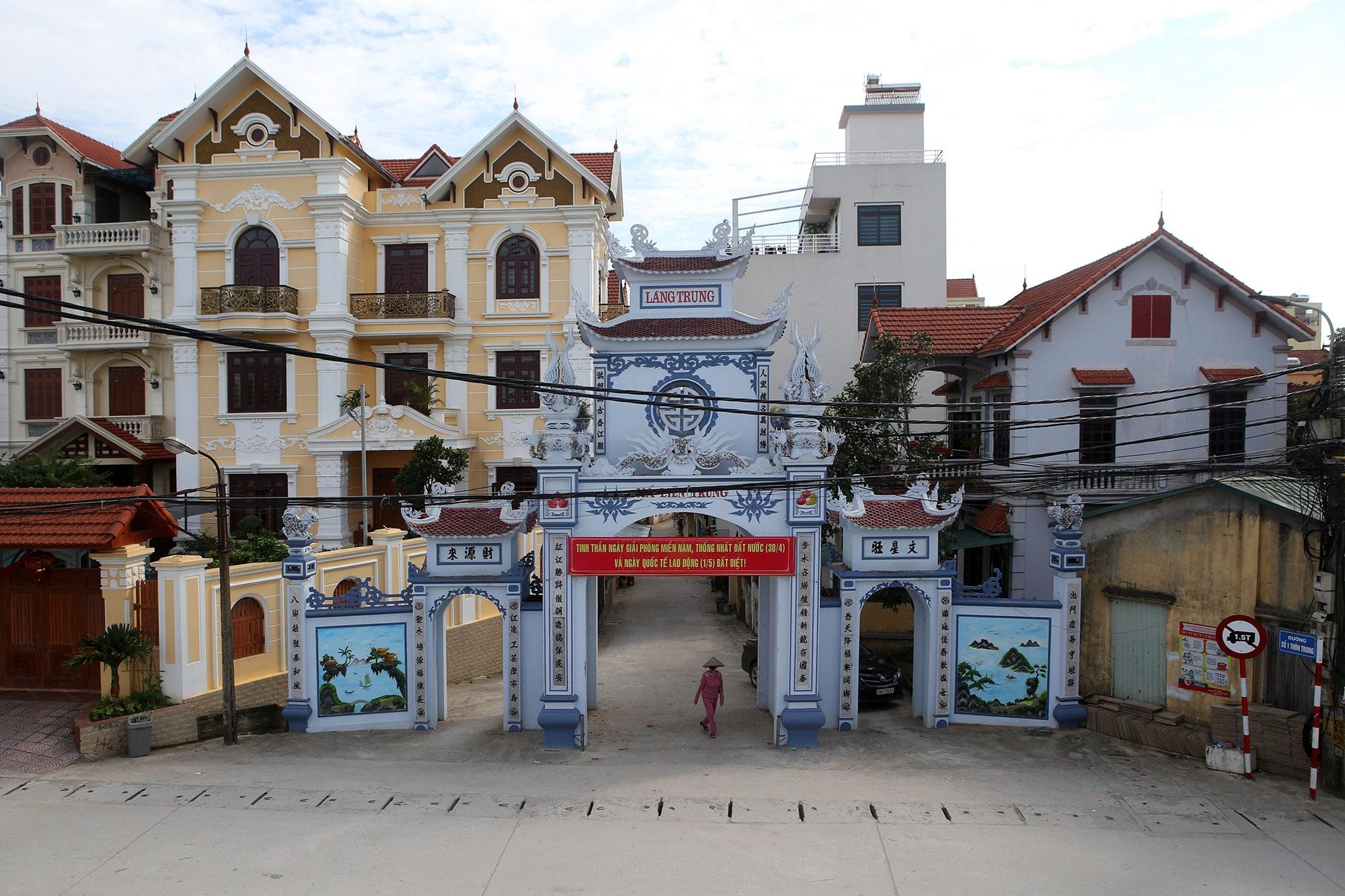 Vùng đất có nhiều cổng làng khủng - 1