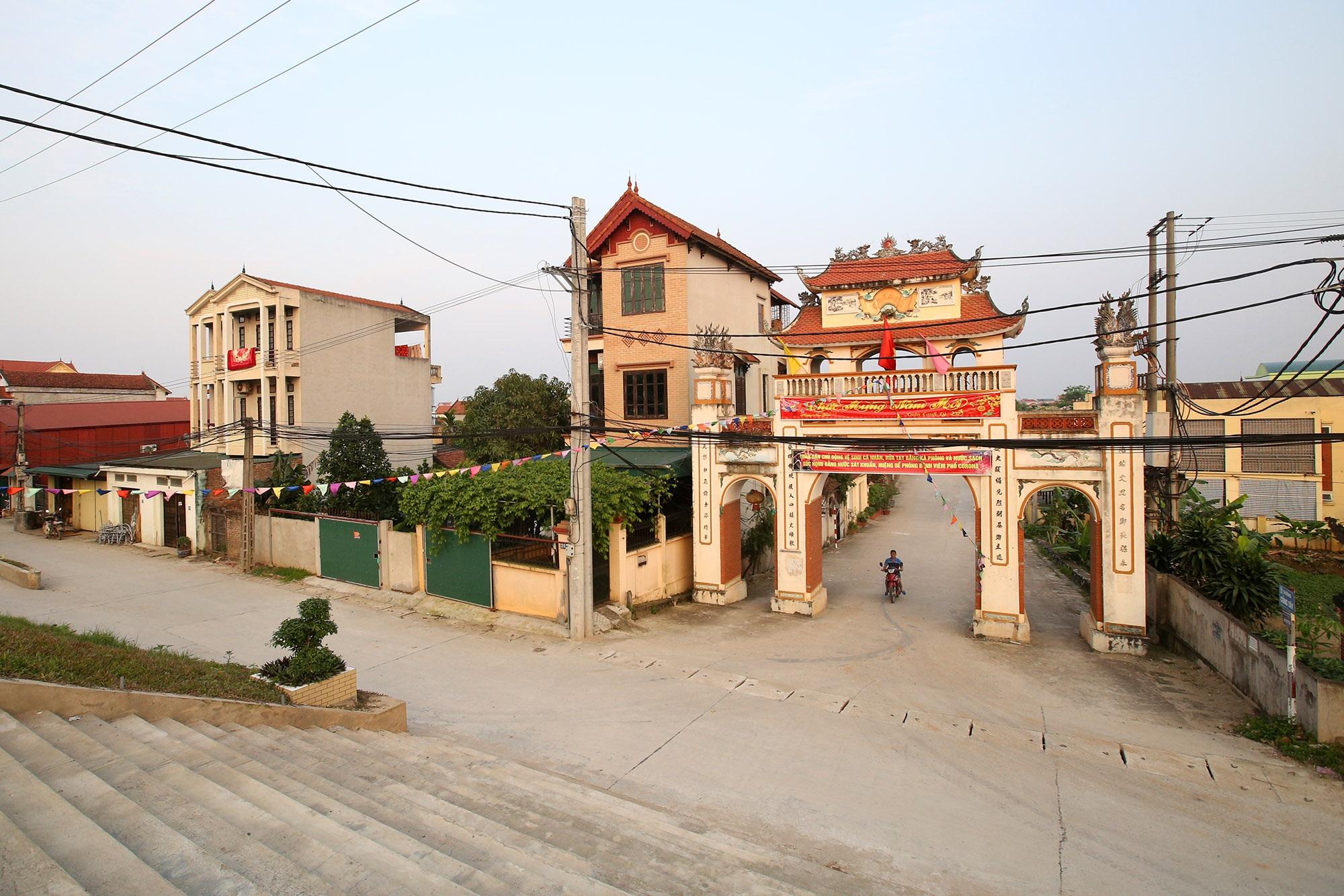 Vùng đất có nhiều cổng làng khủng - 10
