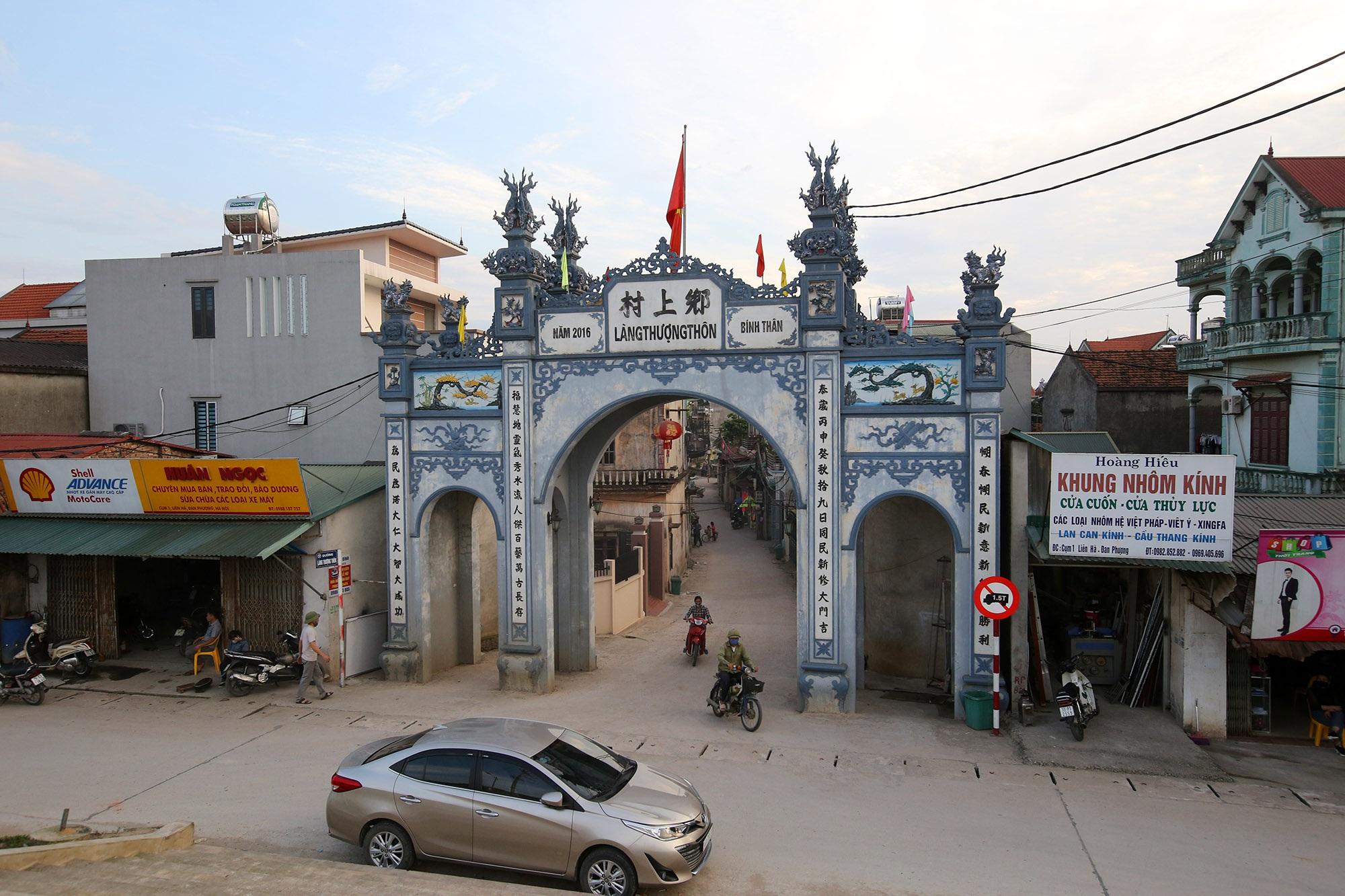 Vùng đất có nhiều cổng làng khủng - 12