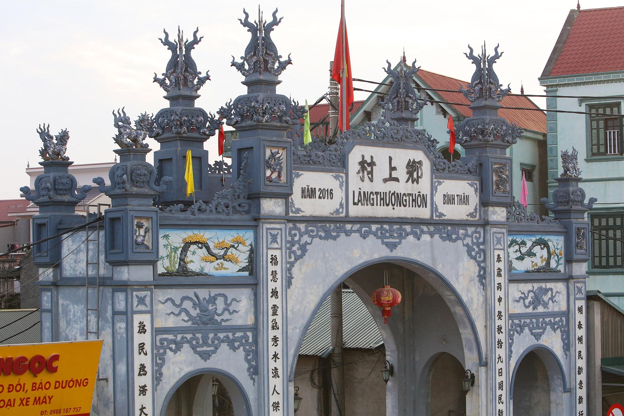 Vùng đất có nhiều cổng làng khủng - 13