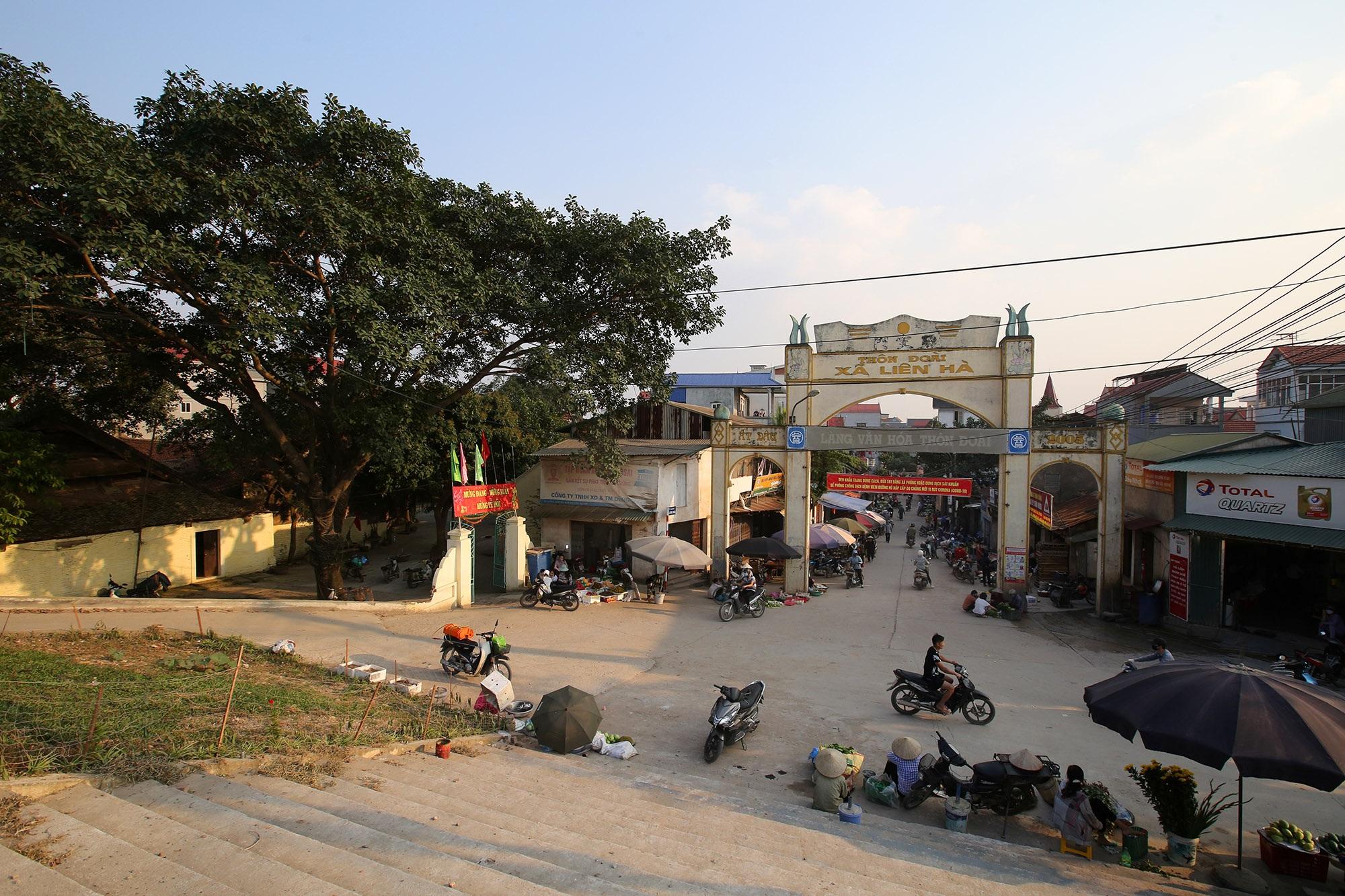 Vùng đất có nhiều cổng làng khủng - 16