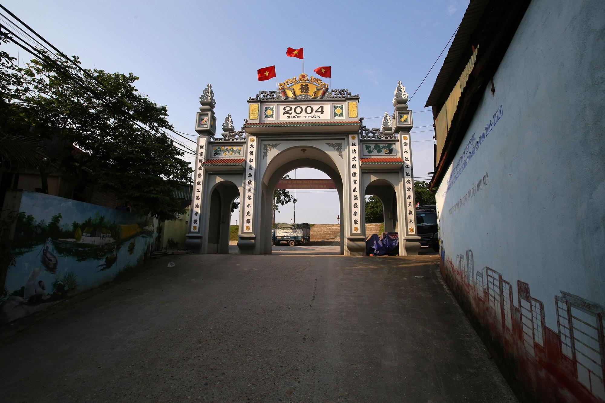 Vùng đất có nhiều cổng làng khủng - 18